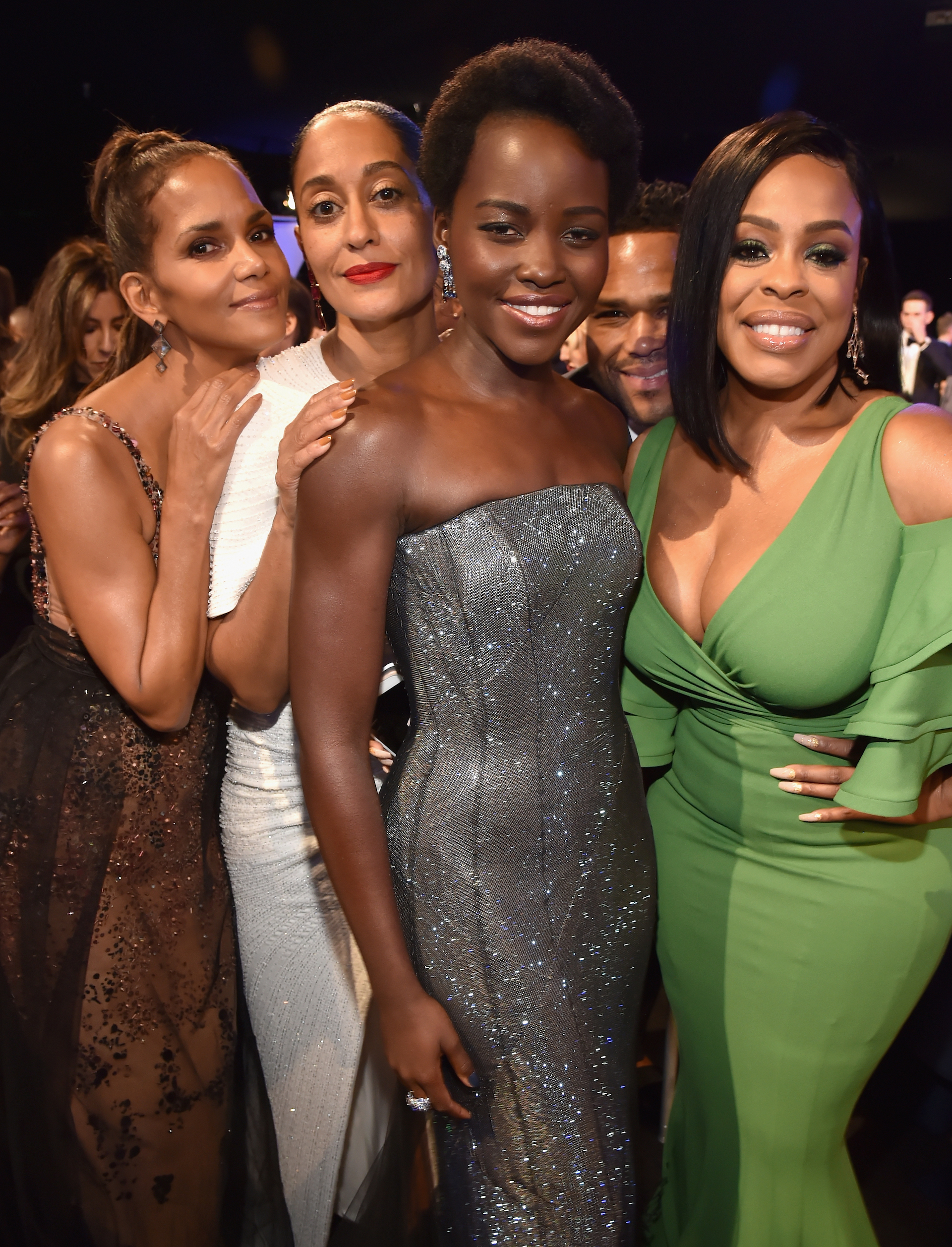 Chicas poderosas: Halle Berry, Tracee Ellis Ross, Lupita Nyong'o y Niecy Nash. Foto by Kevin Mazur/Getty Images for Turner Image.