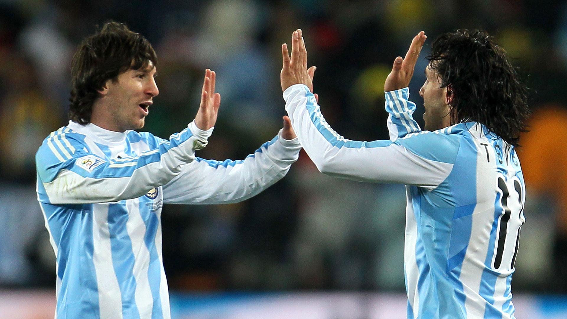 Messi y Tevez, en épocas de Selección (Foto: Getty)