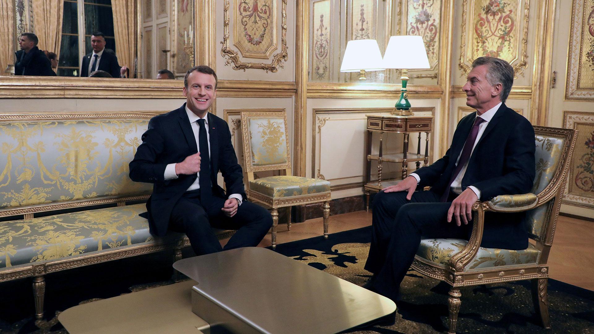 Emmanuel Macron junto a Mauricio Macri (Reuters)