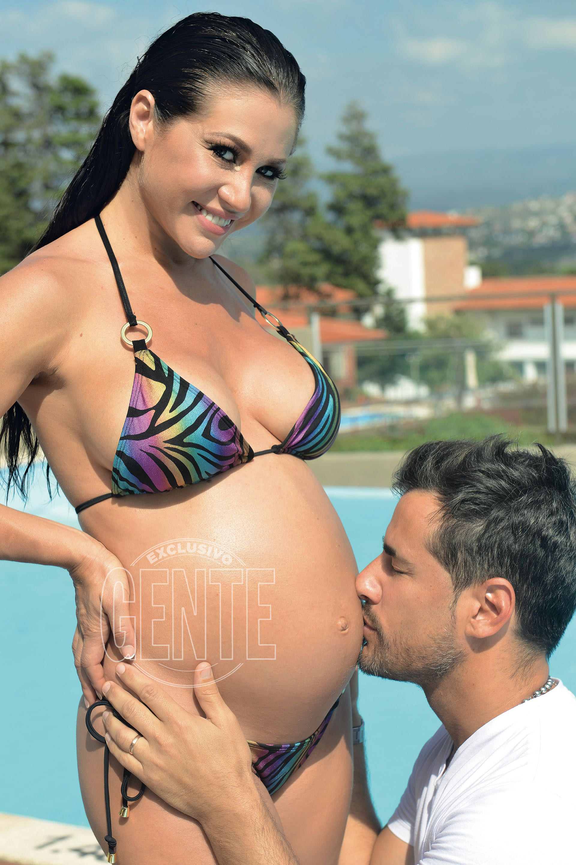 Será su primogénita, y la primera nena para su marido, que ya es papá de tres varones.