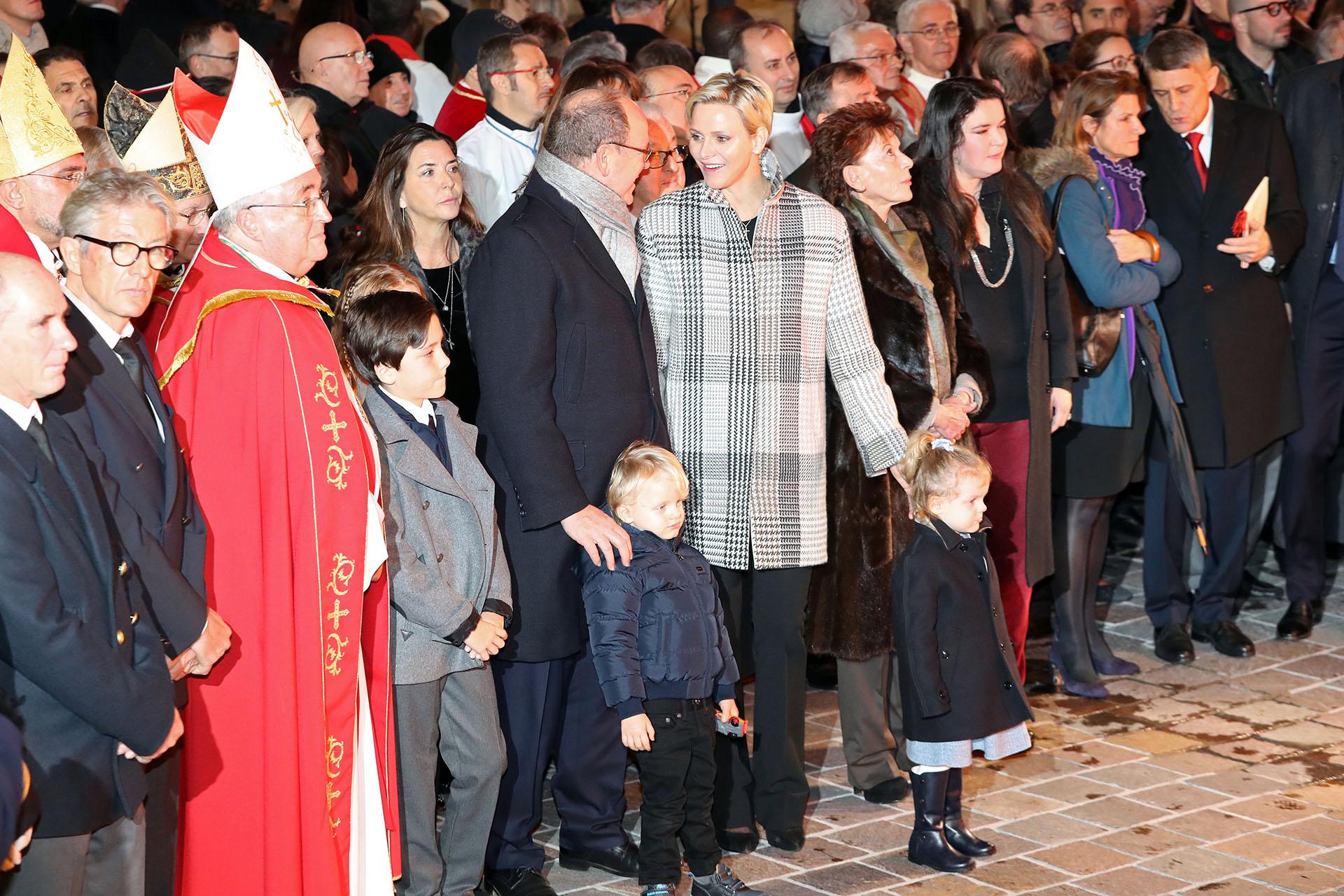 Alberto y Charlene estuvieron acompañados por otros integrantes de la familia real, entre quienes no se encontraban las hermanas del Soberano, Carolina y Estefanía