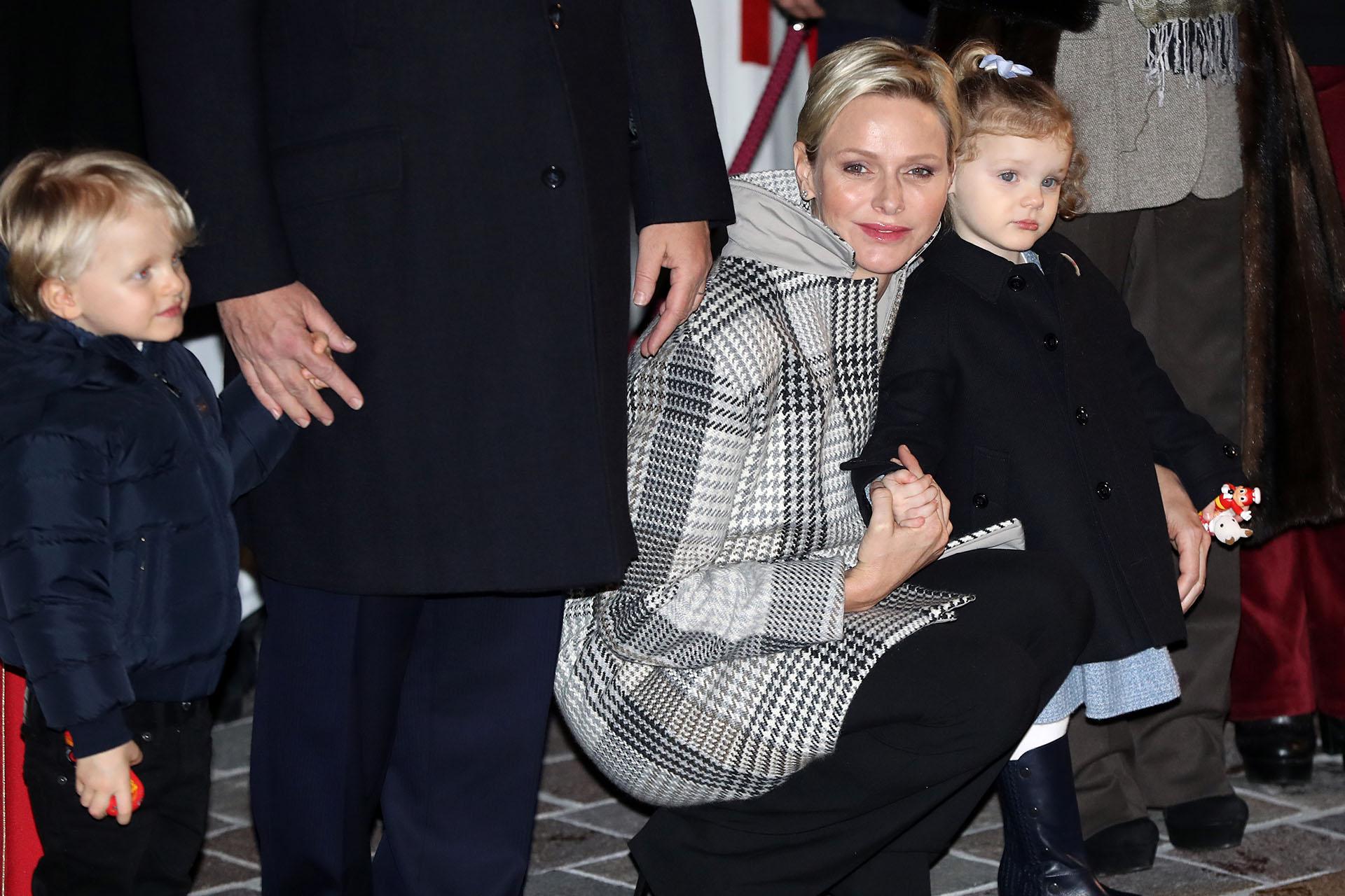 Radiante y amorosa, así se mostró Charlene durante toda la ceremonia en la que no se despegó de su familia /// Fotos: AFP
