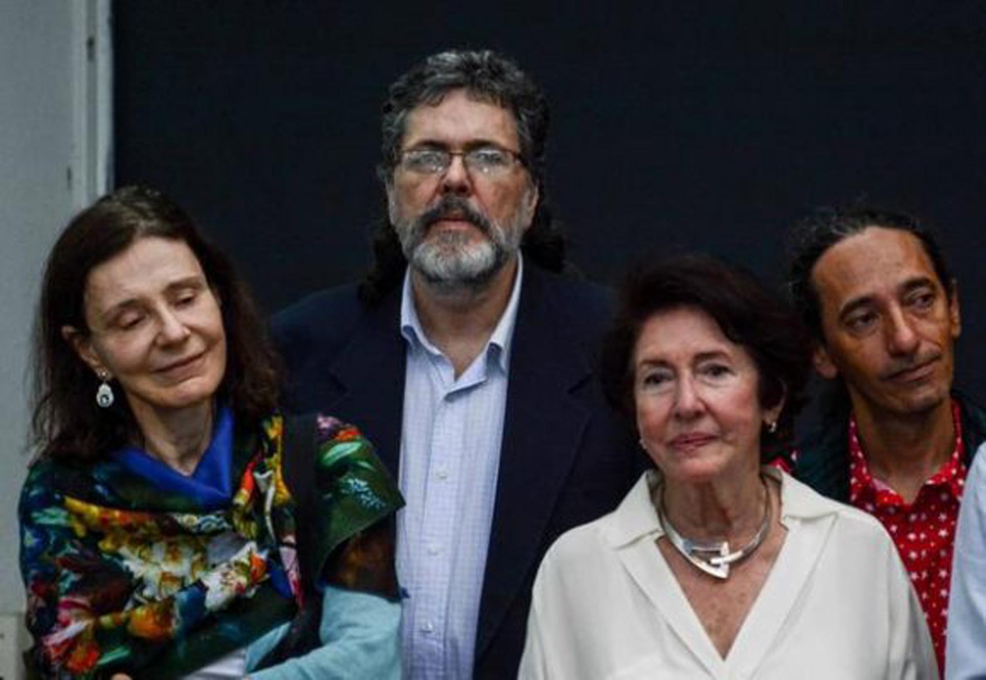 Abel Prieto (segundo, izq.), ministro de Cultura de Cuba, durante el acto de entrega del premio Casa de Las Américas, en la sede de esa institución cultural, en La Habana. Foto: Abel Padrón Padilla / ACN