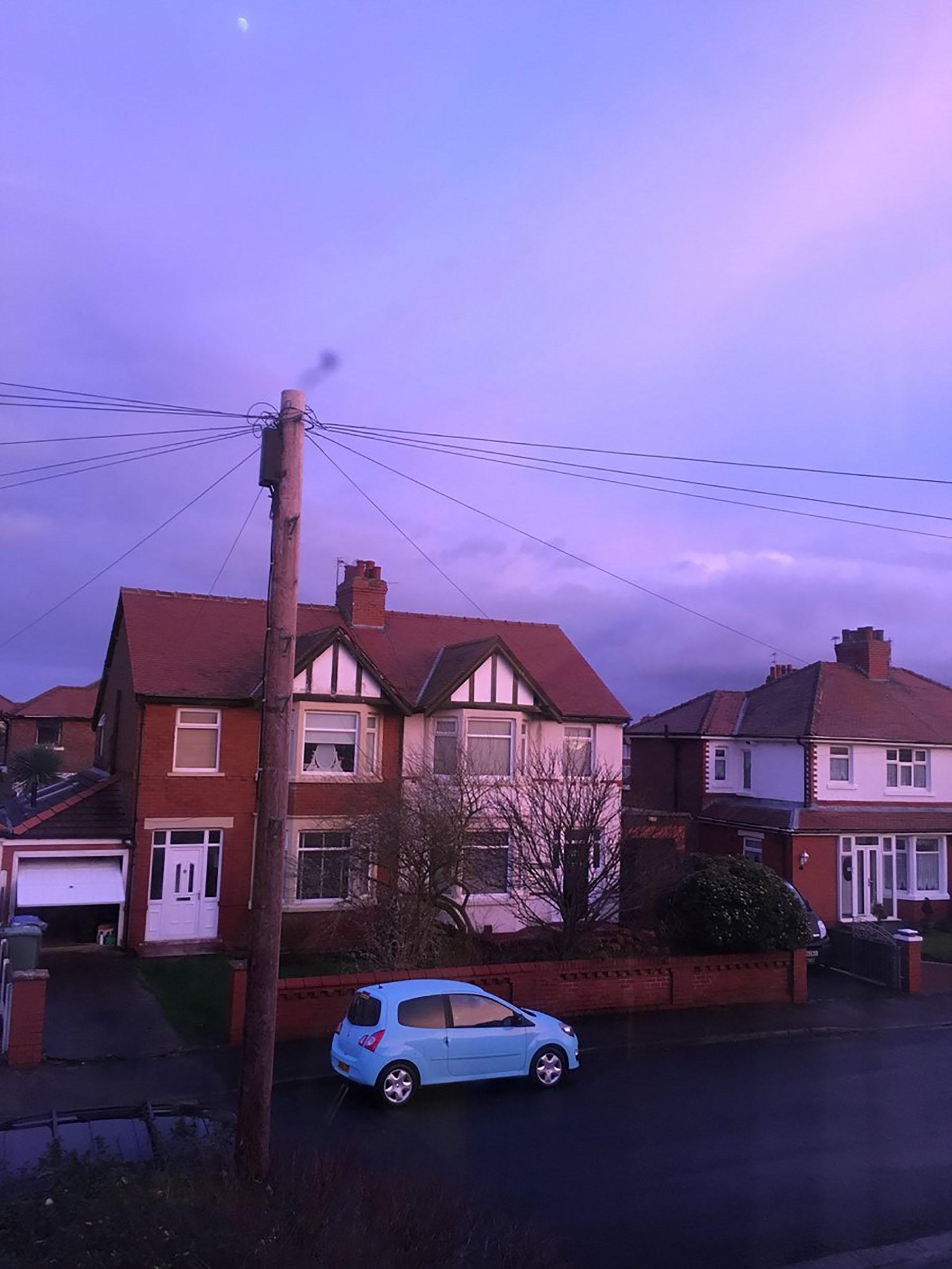 Vecinos del estadio también se sumaron al fenómeno del cielo violeta