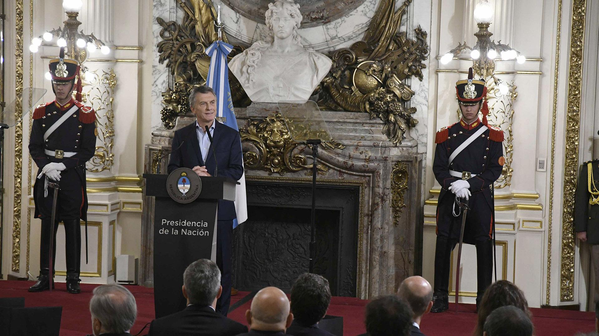 El Presidente anunció la medida el lunes en el Salón Blanco de la Casa Rosada (Télam)