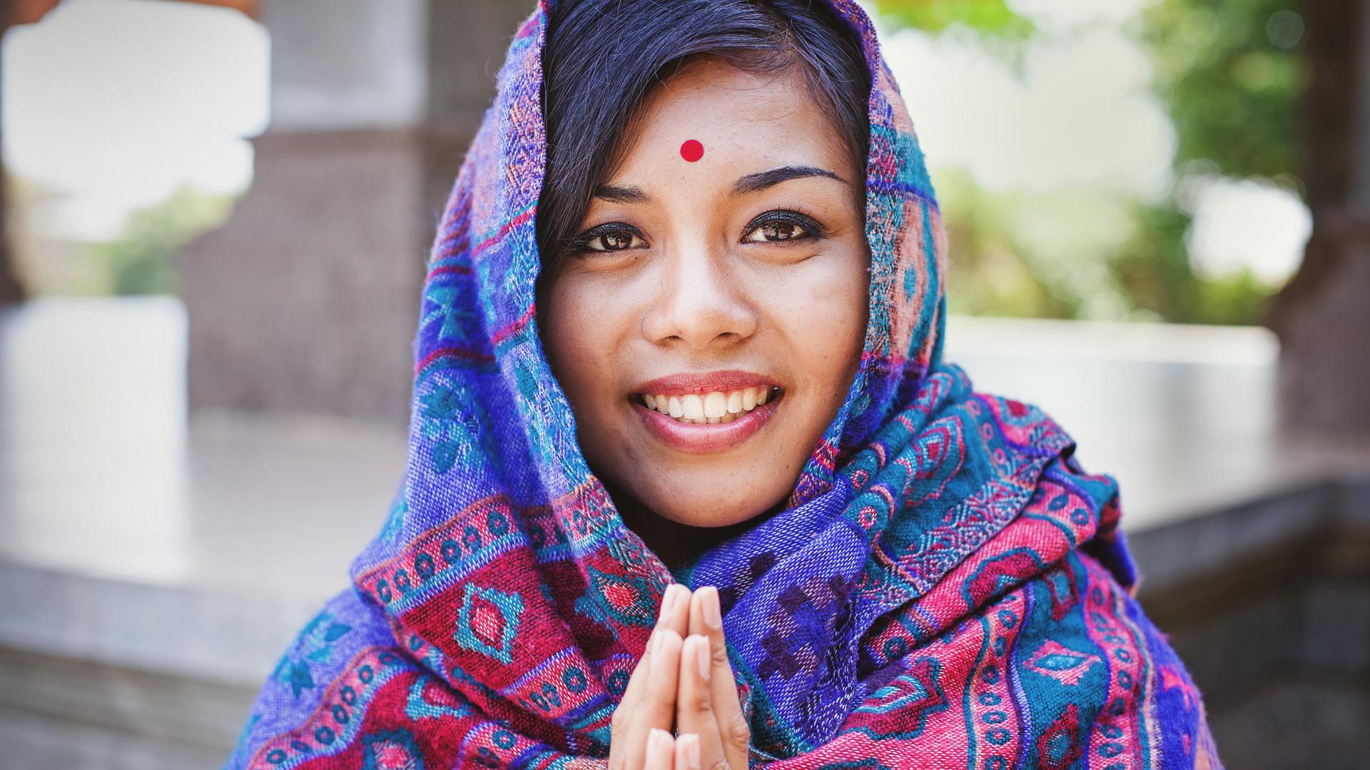 En India y Nepal -y en ambientes hinduistas o budistas- se utiliza diariamente para saludar, decir hola o despedirse (Getty)