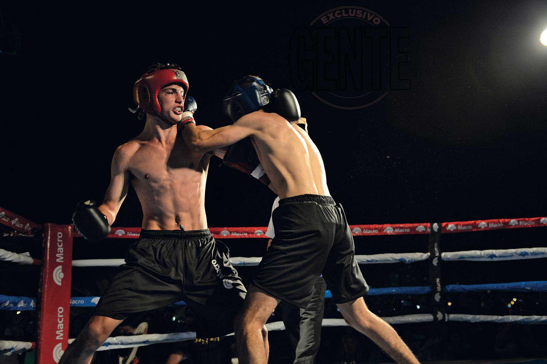 Mateo en pleno combate con Franco Oliva(Foto Diego García/GENTE)