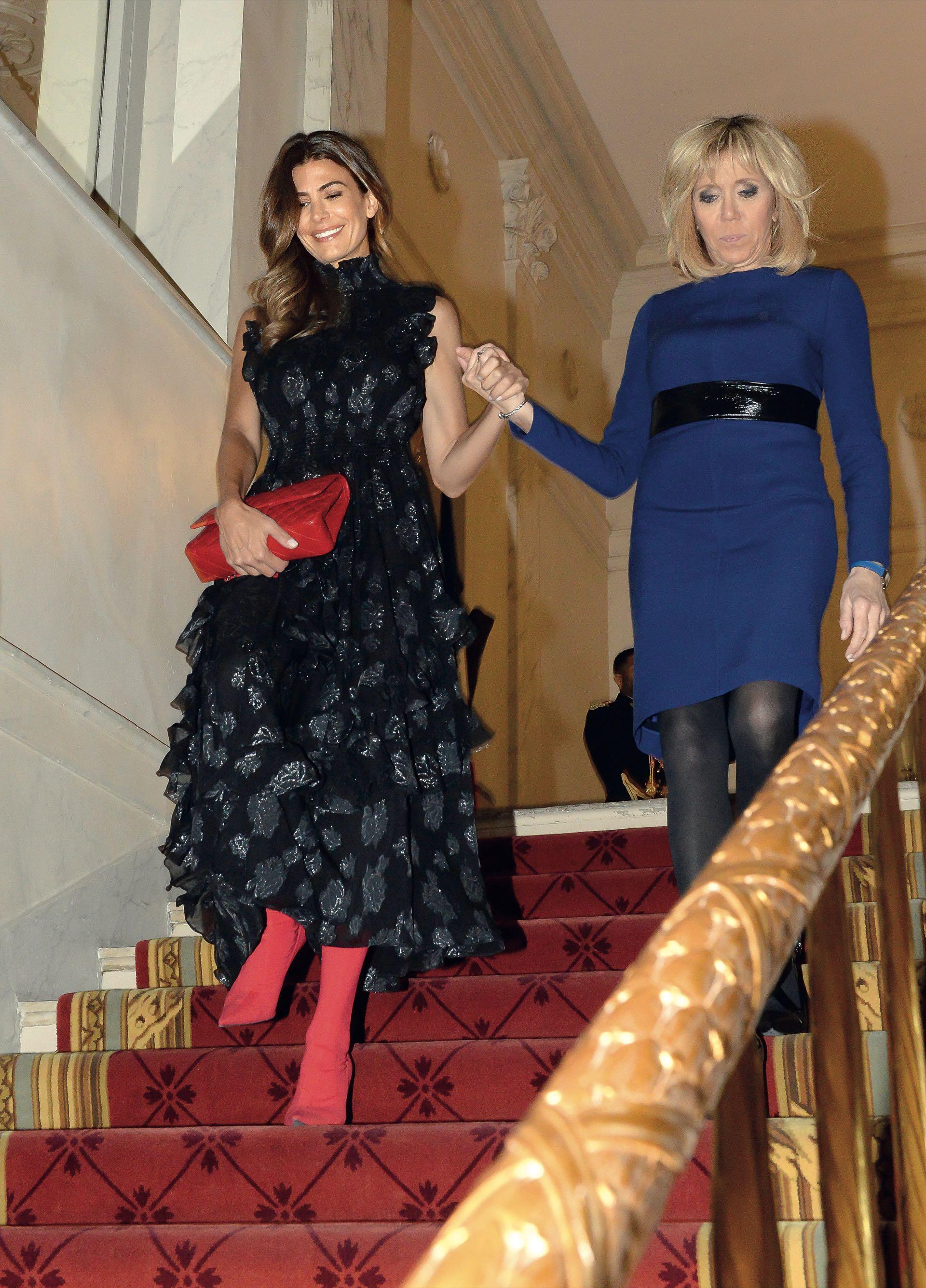 Así fue recibida Juliana por Brigitte Macron.