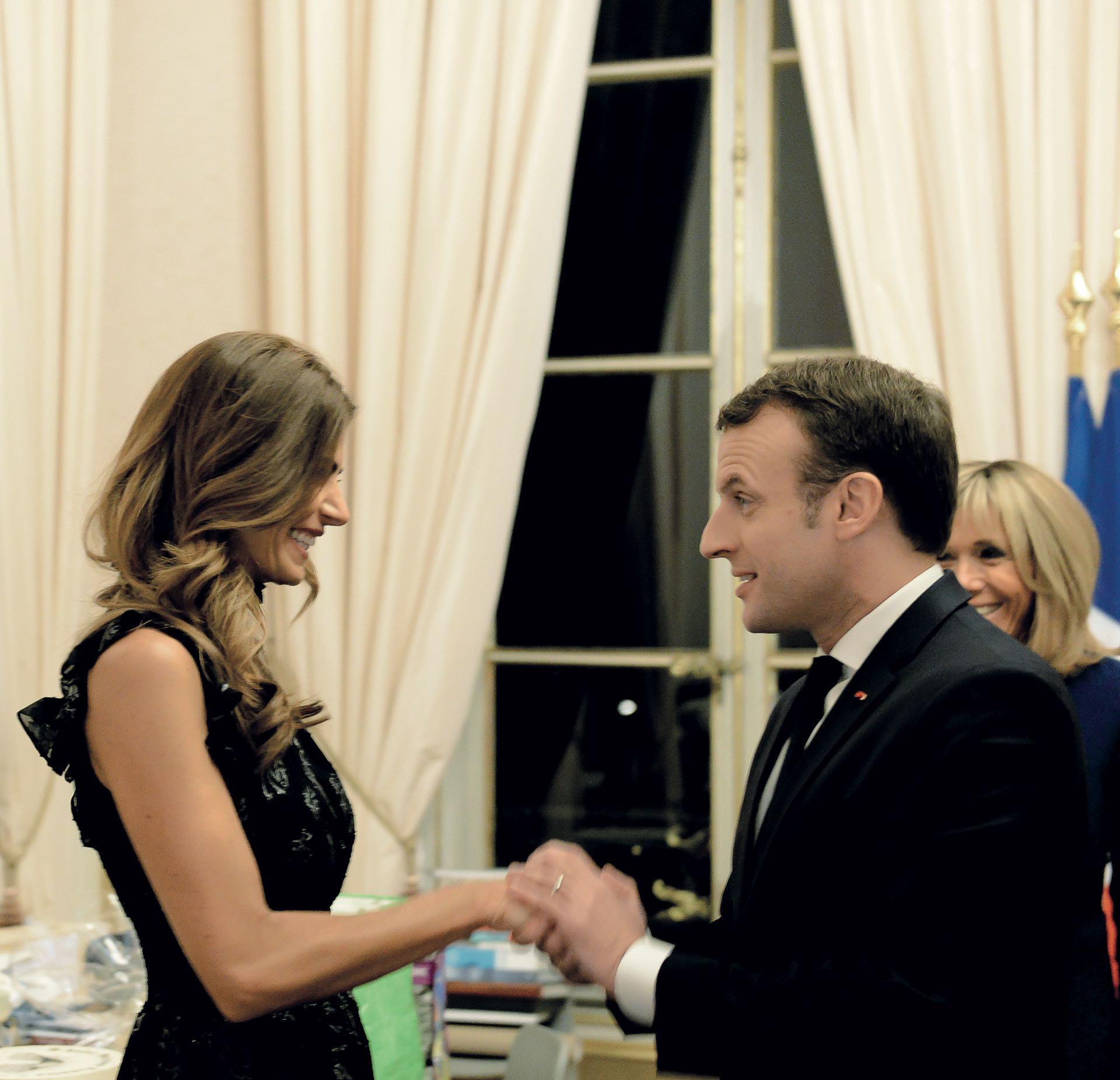 El saludo con Emmanuel Macron en París.