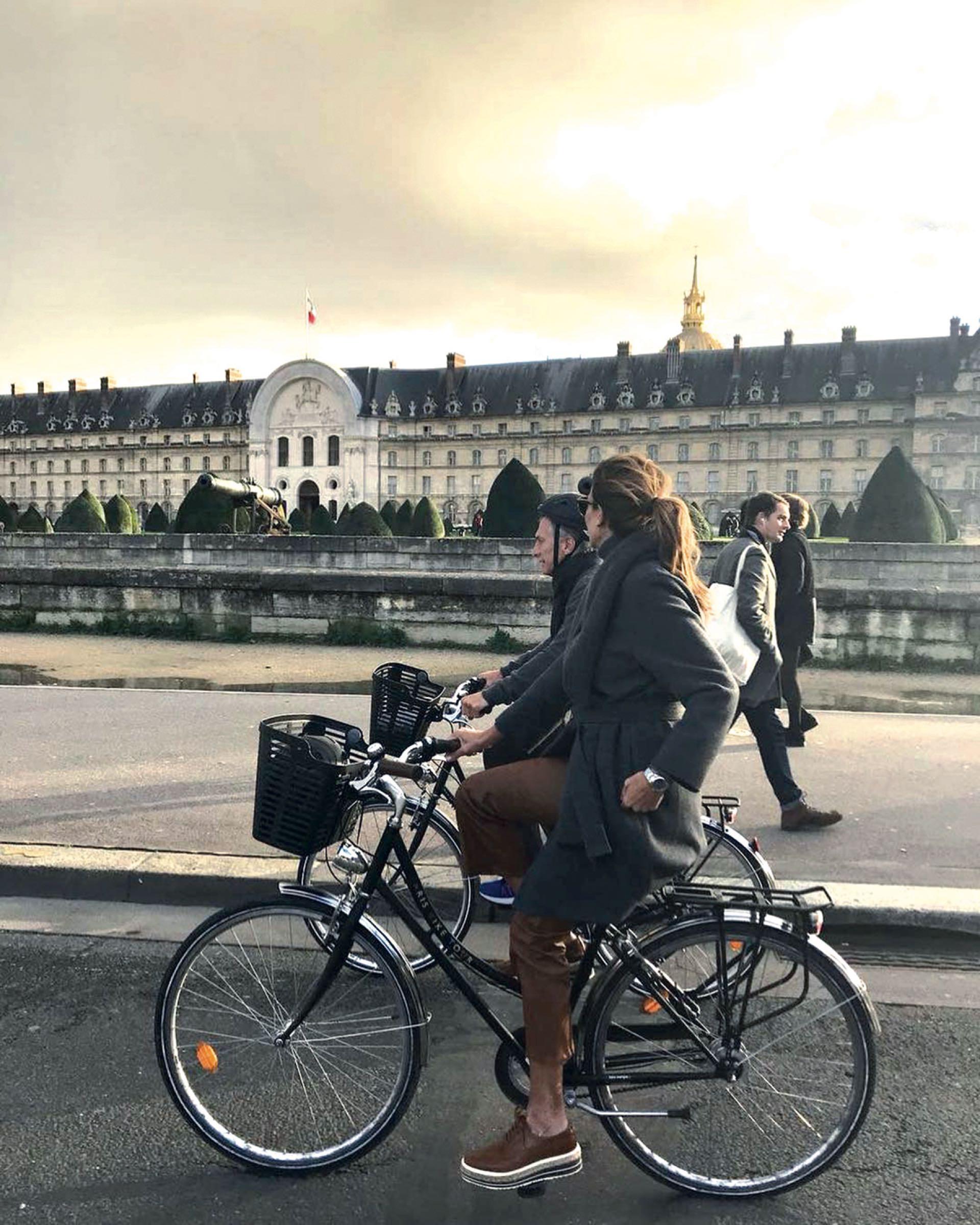 Canchera, fuera de agenda y de paseo en bici.