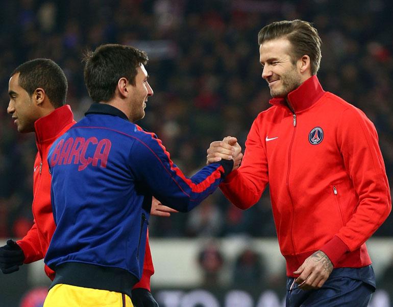 David Beckham y Lionel Messi se saludan antes de un partido entre PSG y Barcelonapor la UEFA Champions League 2013 (Getty)