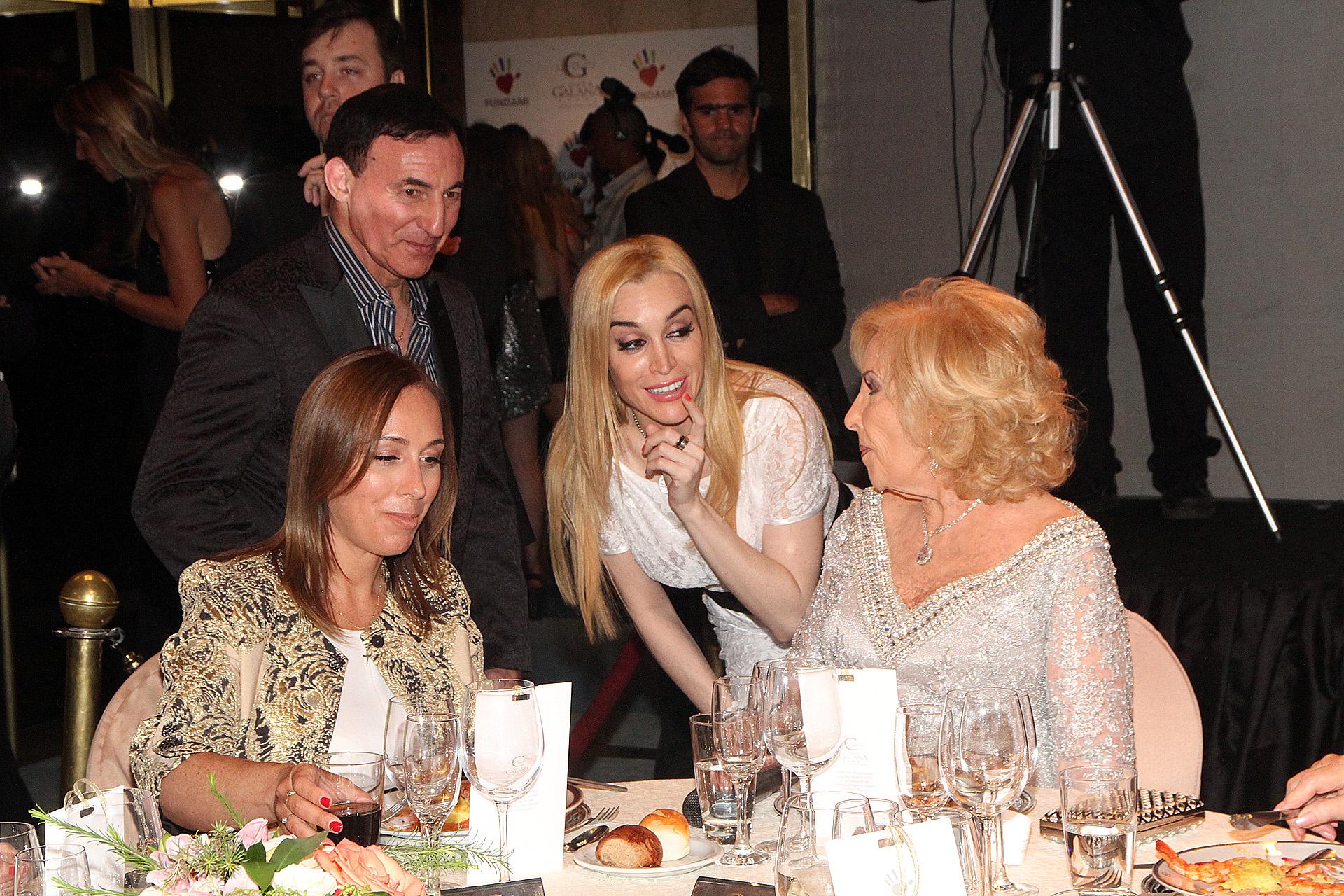 Fátima Florez hablando con Mirtha y María Eugenia Vidal