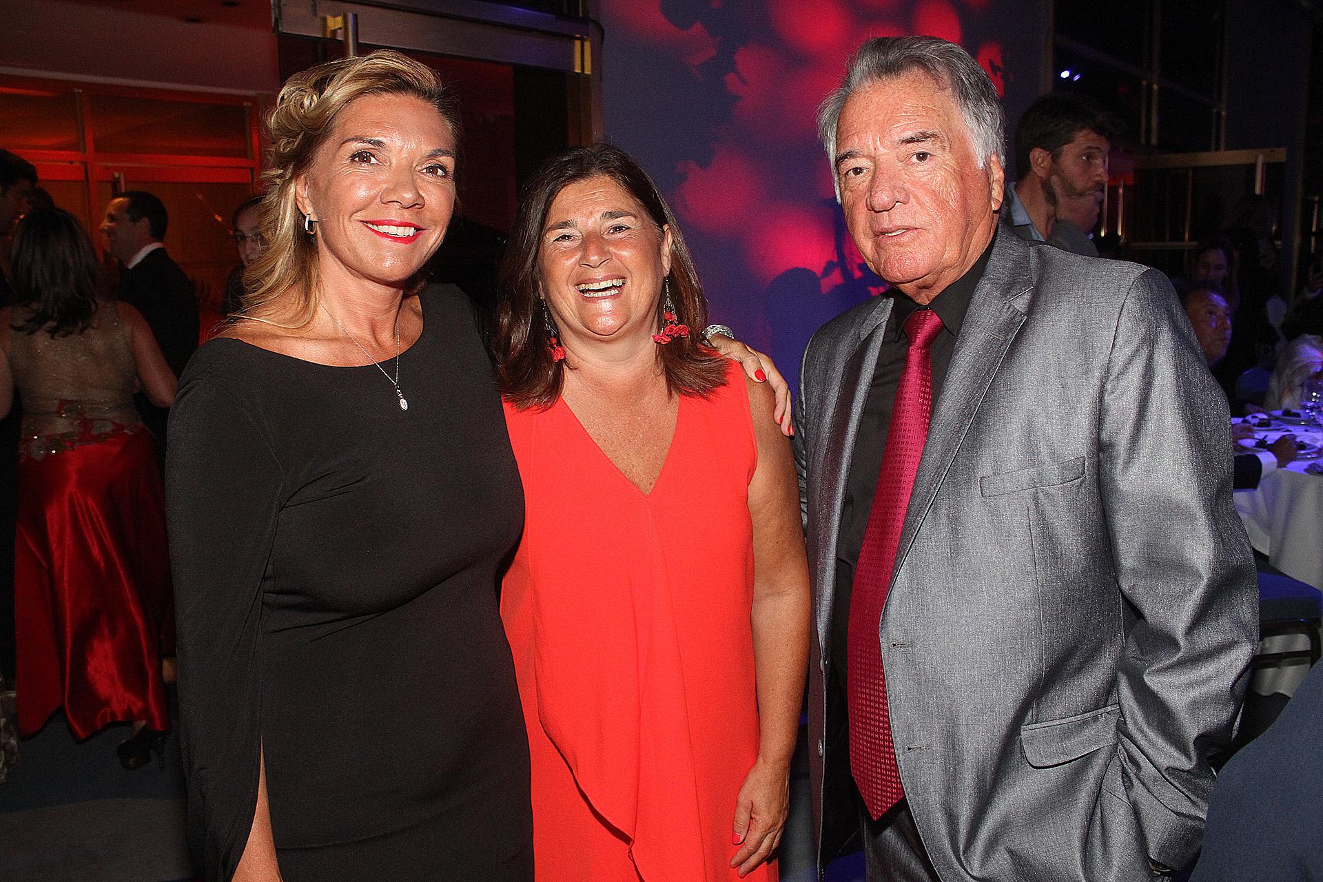 Luis Barrionuevo ,acompañado por su hija y Gabriela Mangoler