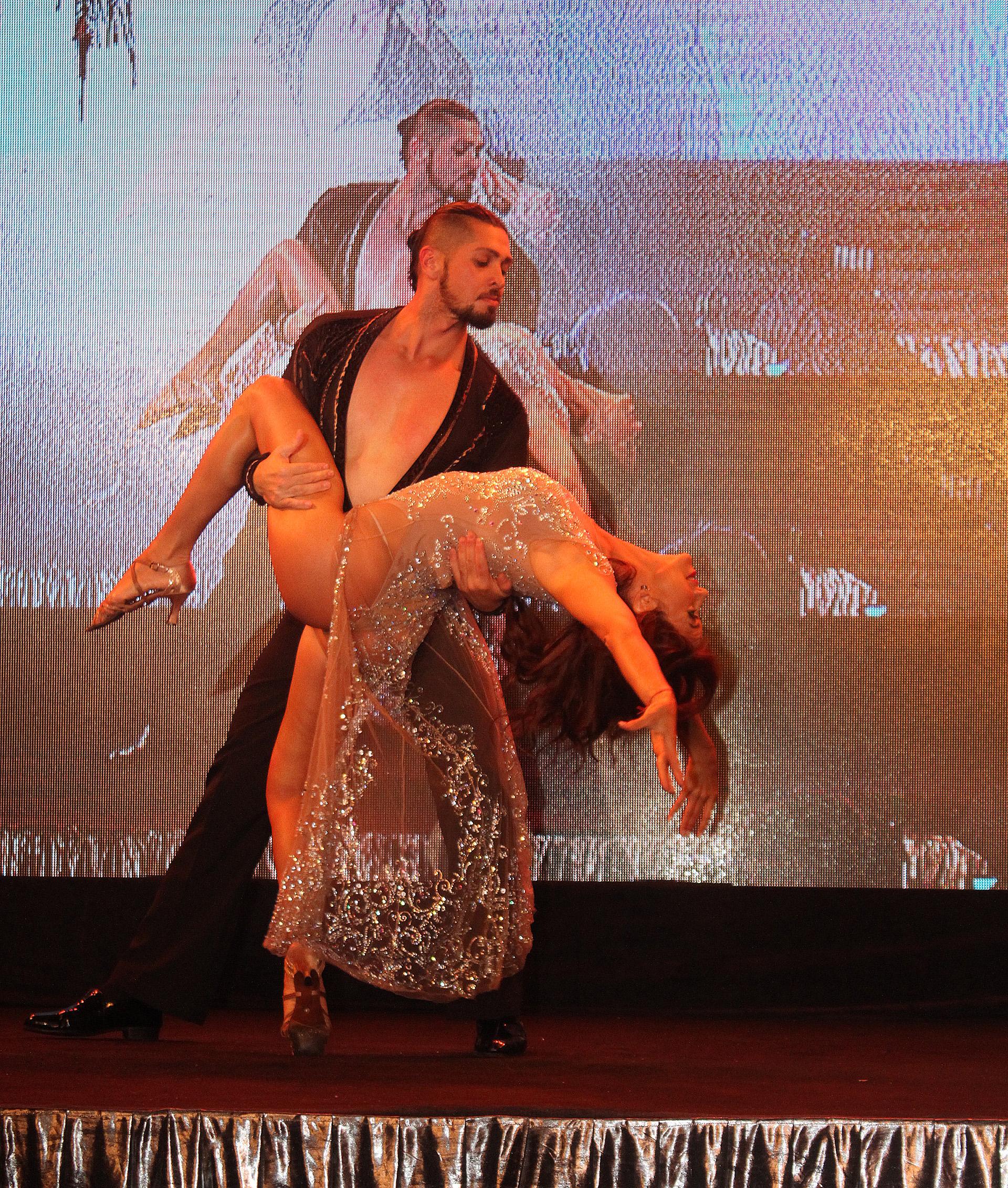 Valeria Archimó hizo un cuadro de danza sobre el escenario