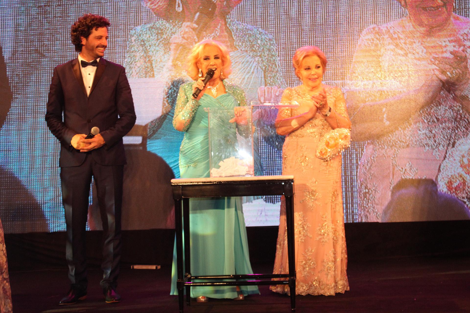 Durante la gala se recaudaron fotos para la fundación que preside María del Carmen Álvarez Argüelles
