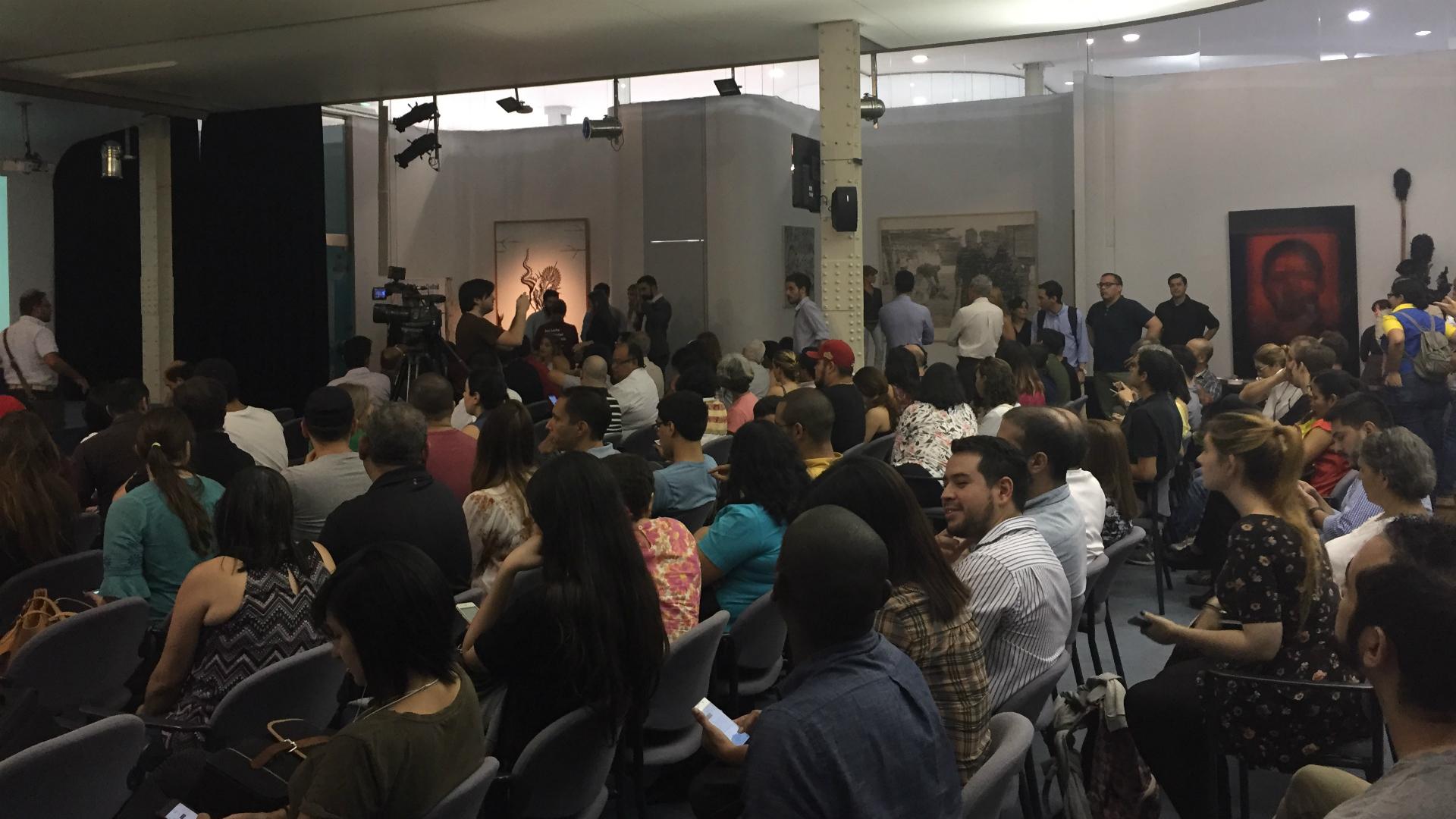 El auditorio del Banco Ciudad estuvo colmado especialmente por venezolanos radicados en Argentina. Casi todos los países de América Latina han estado recibiendo el flujo migratorio de quienes intentan escapar a las duras condiciones de vida en el país