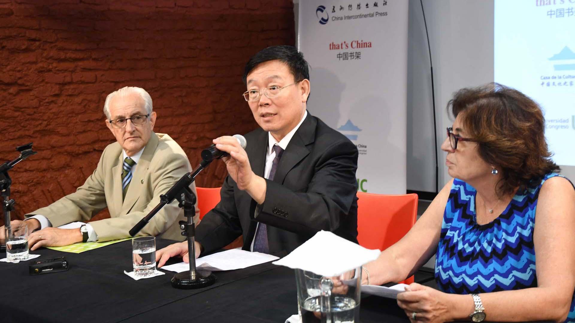 La editorial China International Press firmó un acuerdo con la Casa de la Cultura de China para instalar en Buenos Aires el primer espacio de libros traducidos al español de literatura antigua y contemporánea (Foto: Manuel Fernández / Télam)