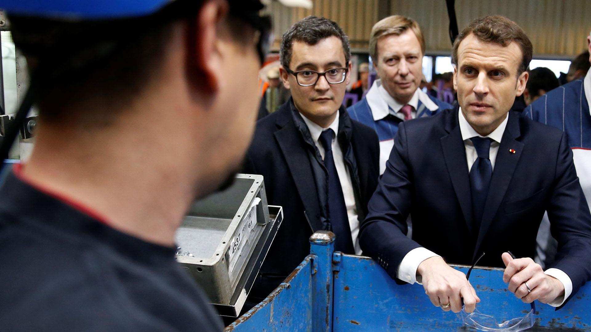 Emmanuel Macron y el ministro Darmanian visitan una planta de Toyota en Onnaing, Francia, el 22 de enero de 2018. (Reuters)