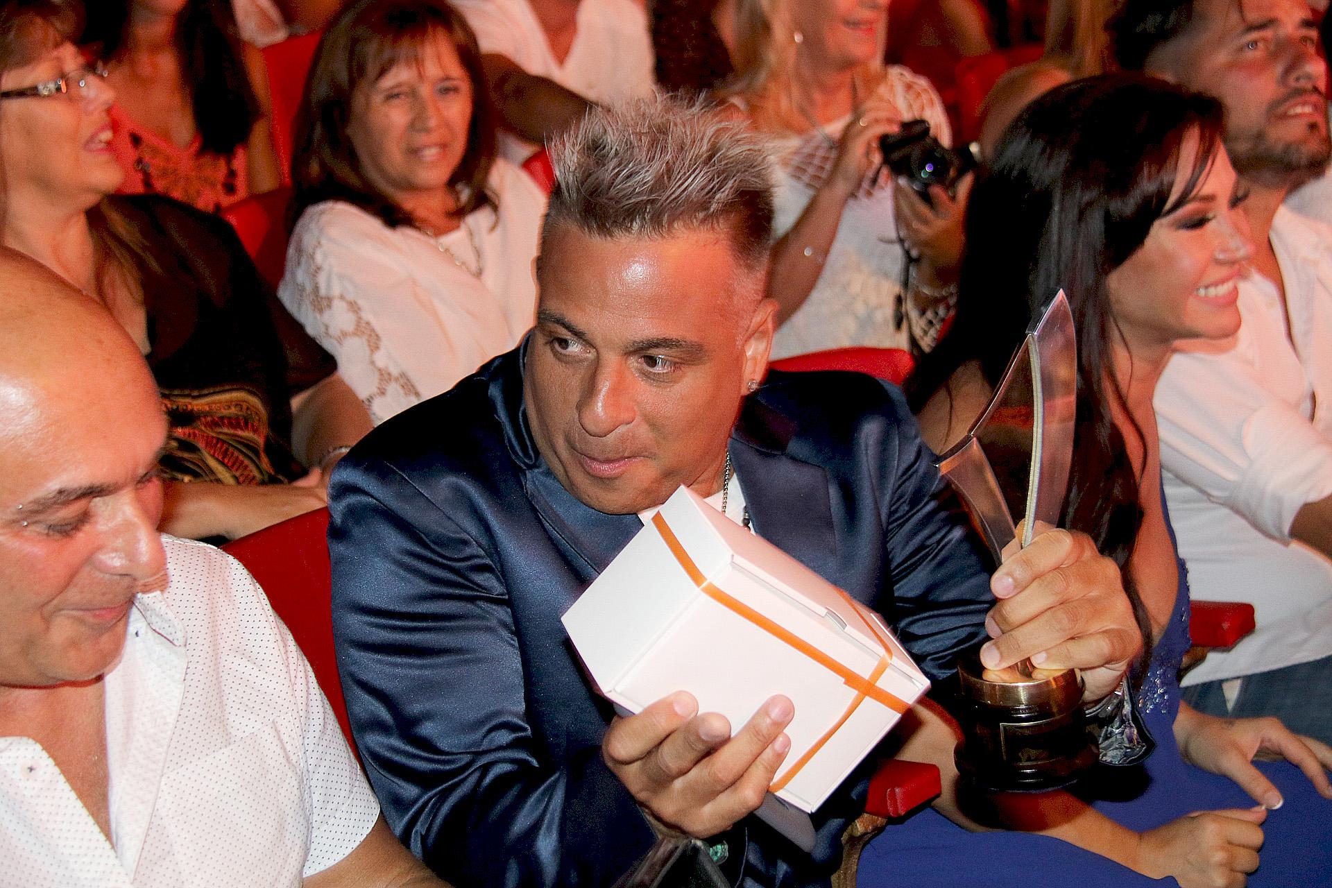 Marcelo Iripino con su premio