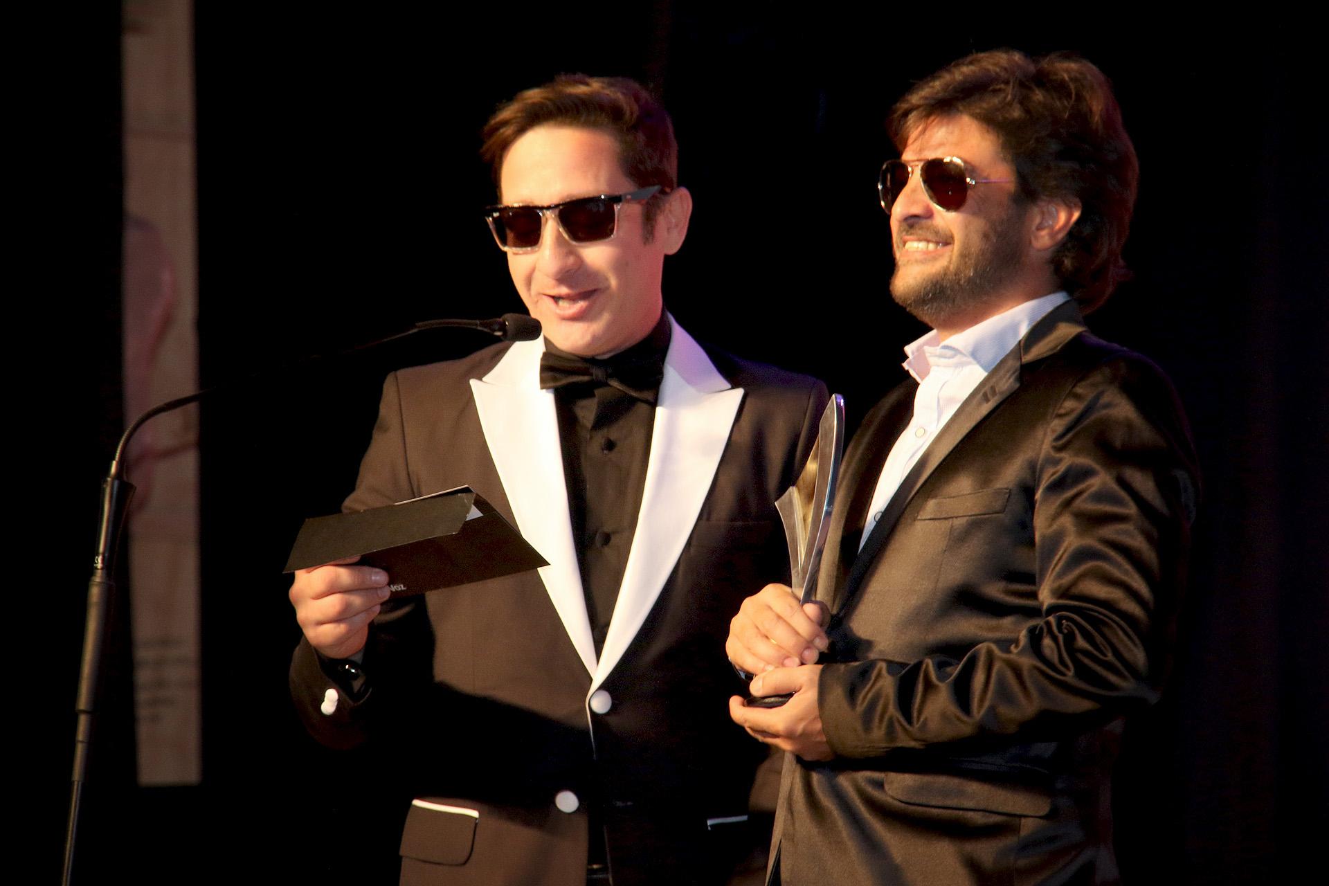 Pablo Rago recibiendo su premio