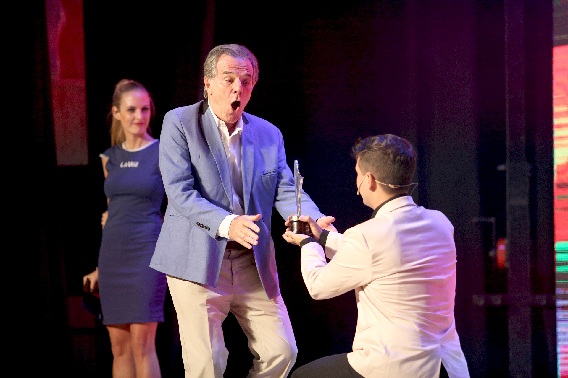 Victor Laplace recibiendo el premio