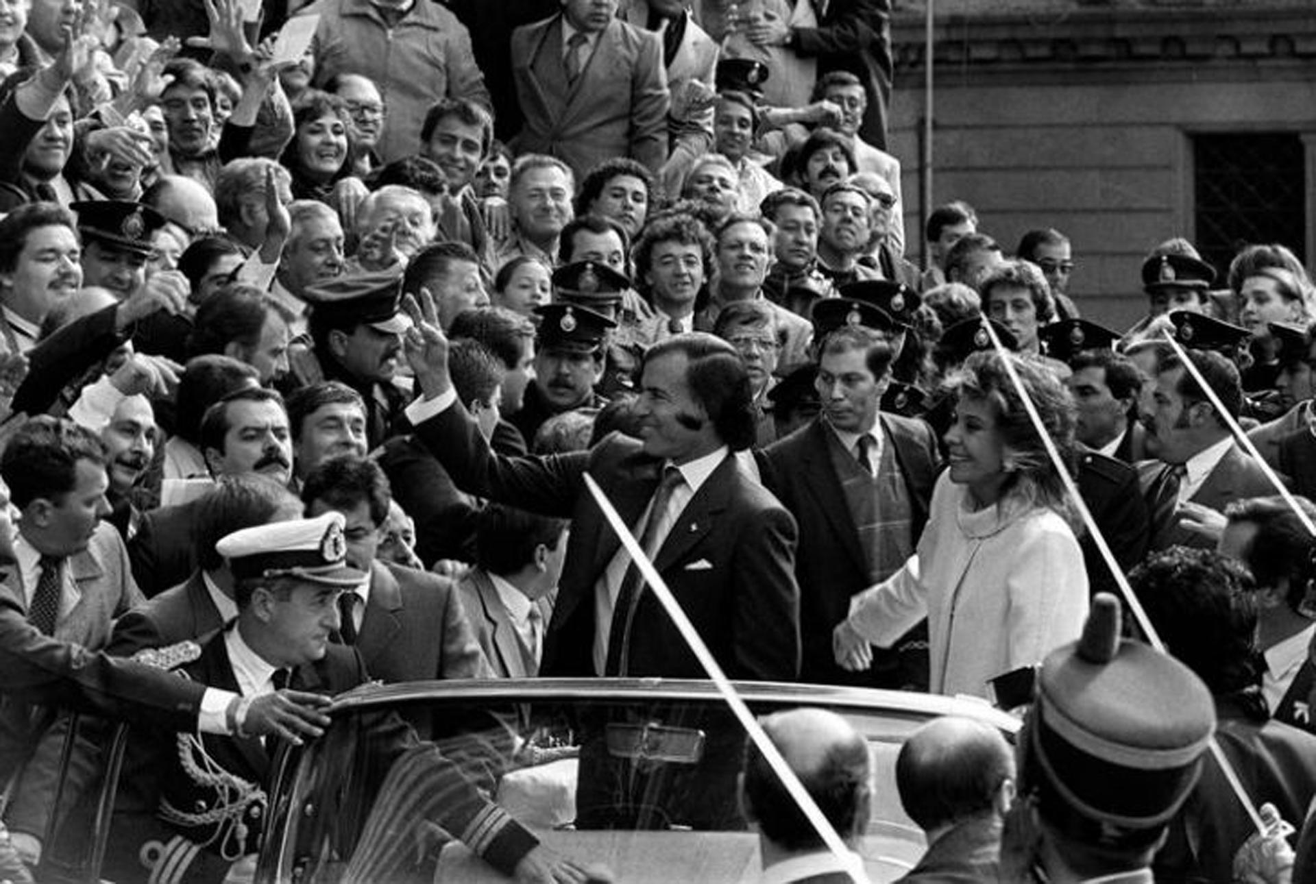 En la asunción de Carlos Ménem el Cadillac presidencial salió a la calle