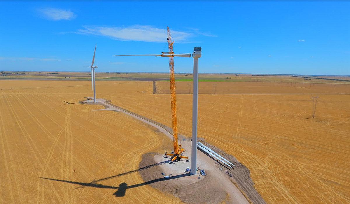 Avanzan los trabajos de instalación de aerogeneradores en el Parque Corti.