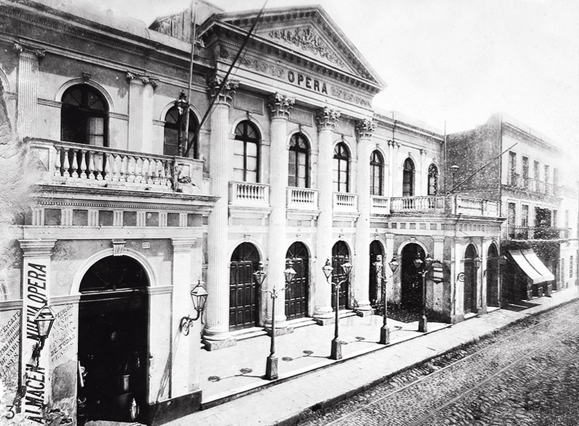 El primer Teatro Ópera, inaugurado en el año 1872 (Archivo General de la Nación)