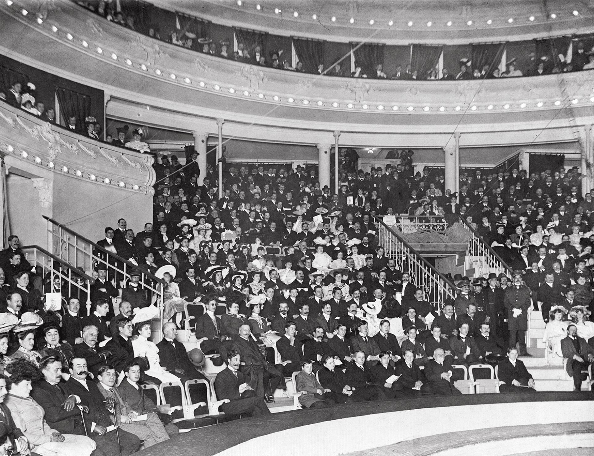 Entreacto en función de circo en Teatro Coliseo Argentino, en 1905 (Archivo General de la Nación)
