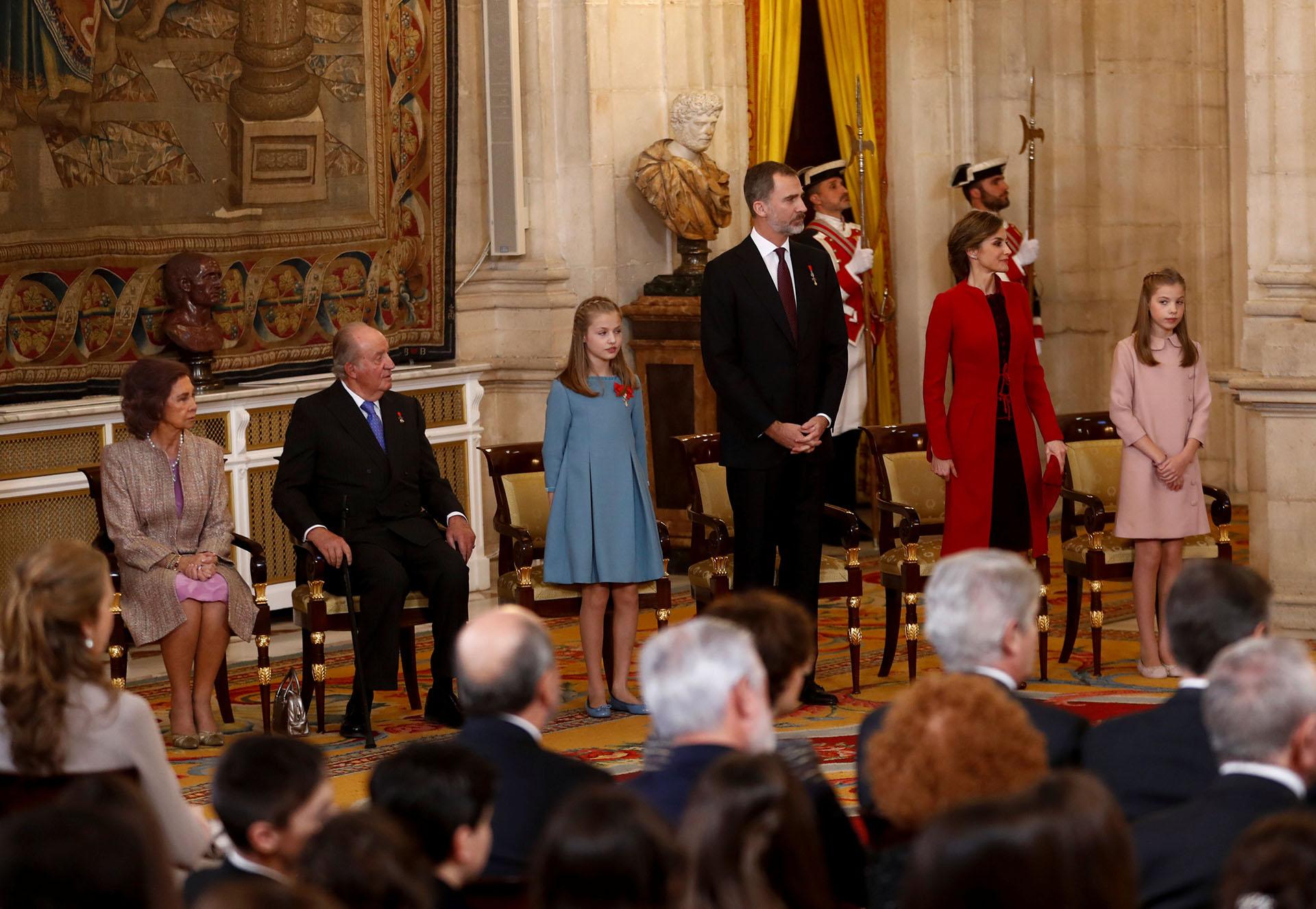 """La ceremonia protocolar donde la princesa Leonor recibió la orden del """"Toison de Oro"""", un reconocimiento real para la futura heredera del trono."""