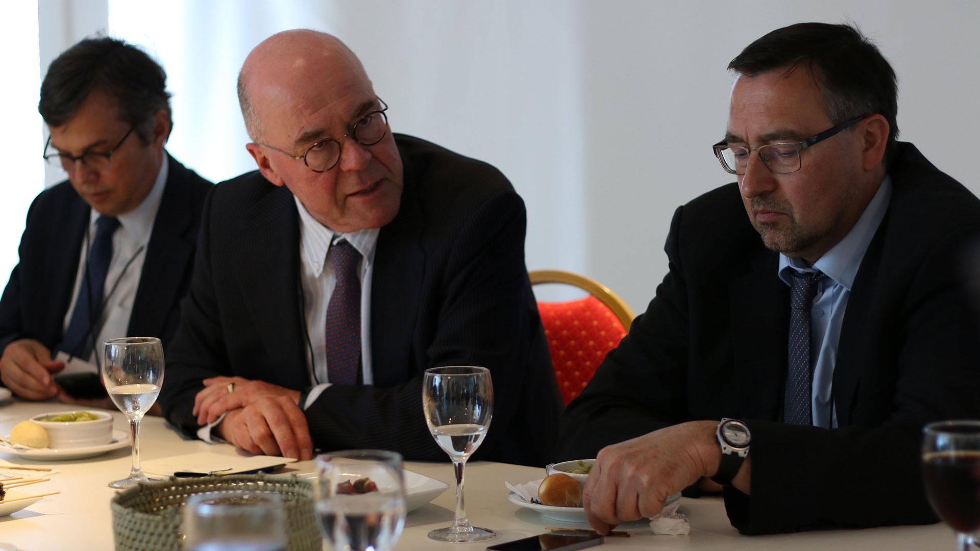 Louis Marc Ducharme (FMI); Pieter Everaers (Eurostat); y Bruno Tissot (Banco de Pagos Internacionales), compartieron el encuentro con periodistas en el Centro Cultural Kirchner