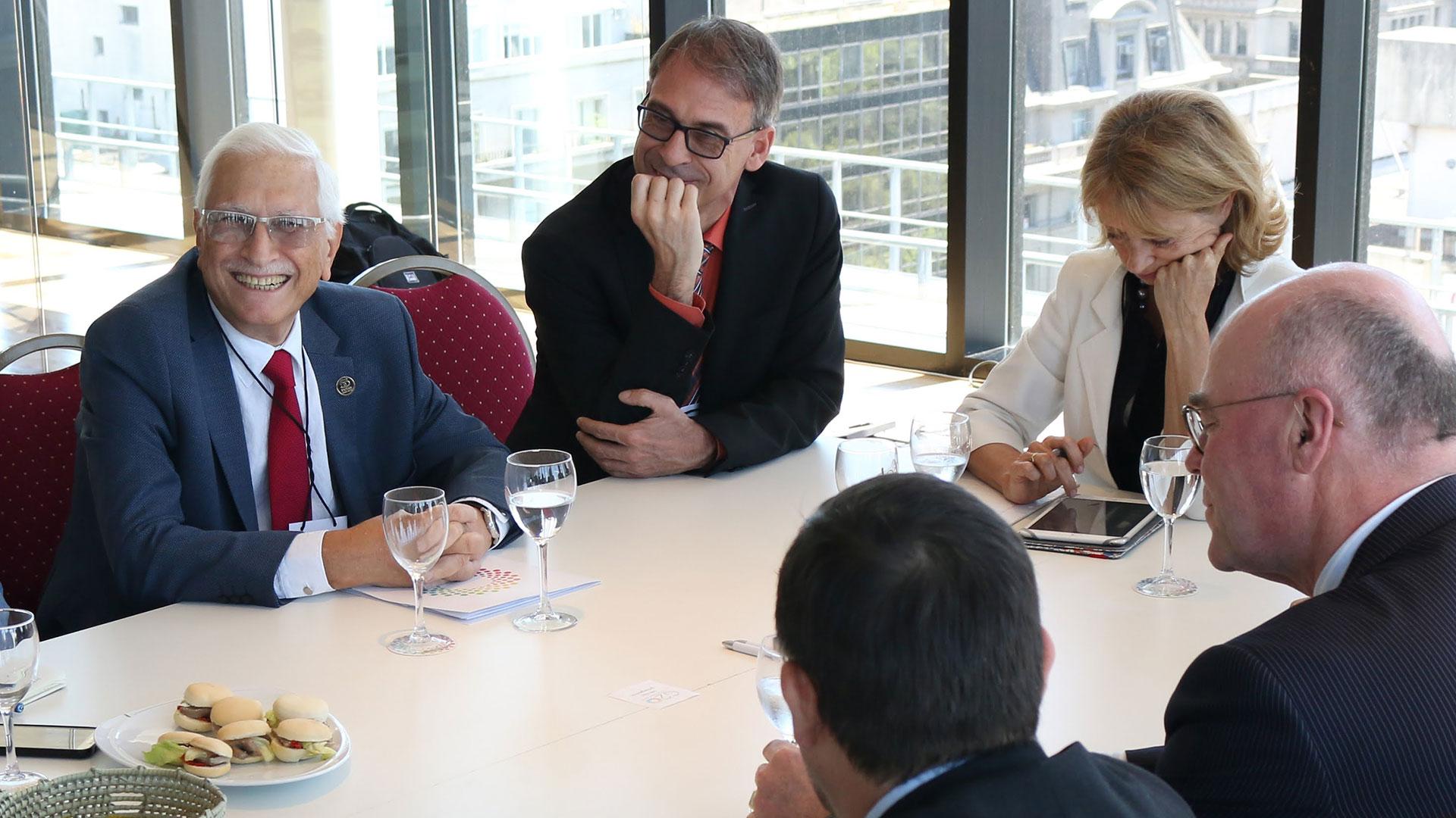 Jorge Todesca, director Indec, Stefan Schweinfest (Naciones Unidas); Martine Durand (OCDE) y Pieter Everaers (Eurostat), en un encuentro con periodistas entre los que participó Infobae