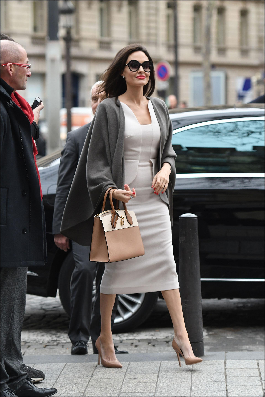 Angelina Jolie en París, elegante