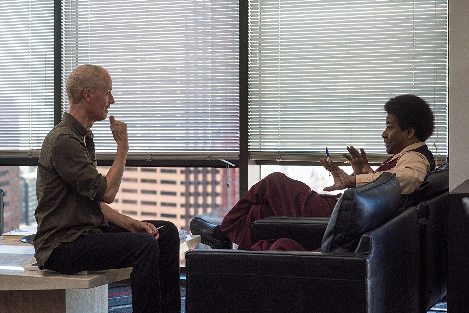 Denzel Washington y el director Dan Gilroy decidieron reestructurar el guión de la película después de haberlo exhibido la película en el Festival de Cine de Toronto