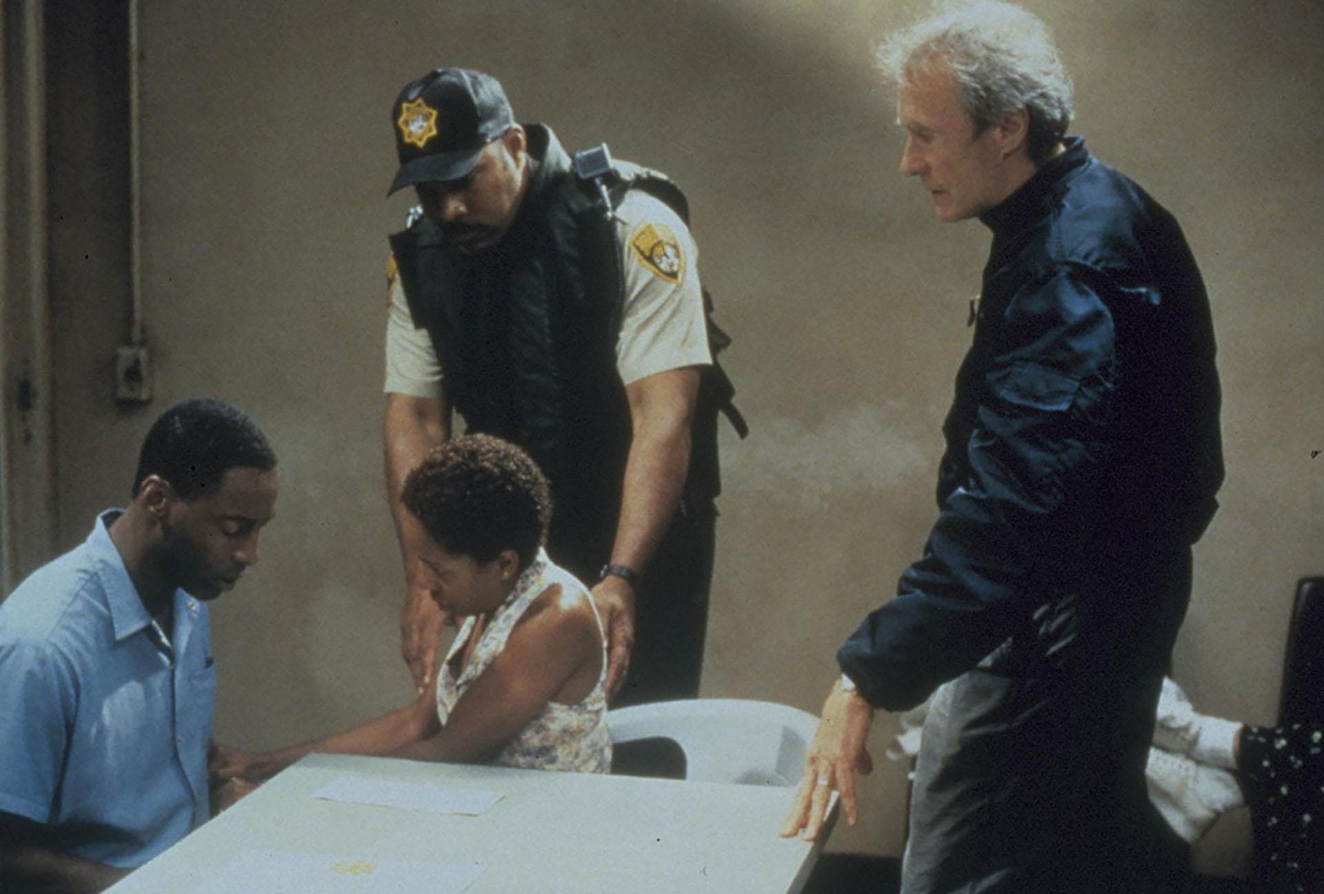 """Crimen verdadero"": Clint Eastwood, como periodista justiciero"