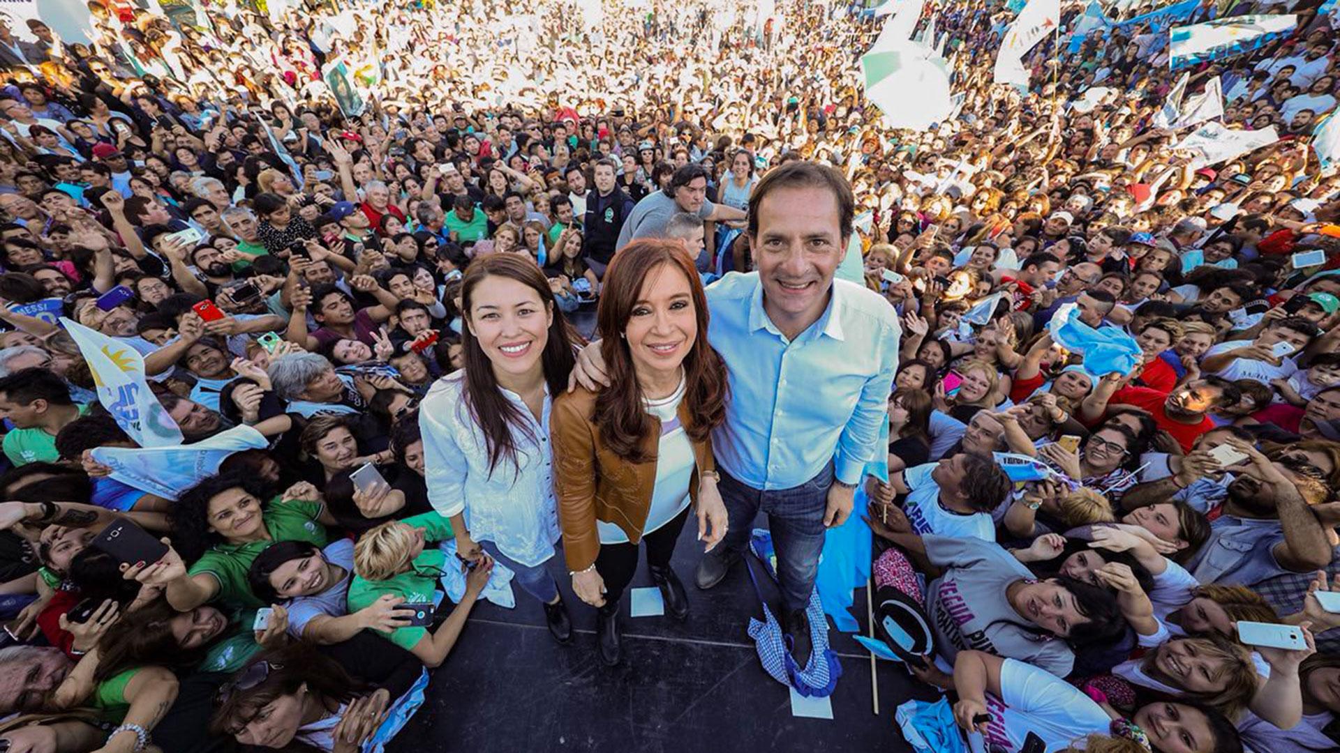 El intendente de Escobar durante la campaña de la actual senadora nacional
