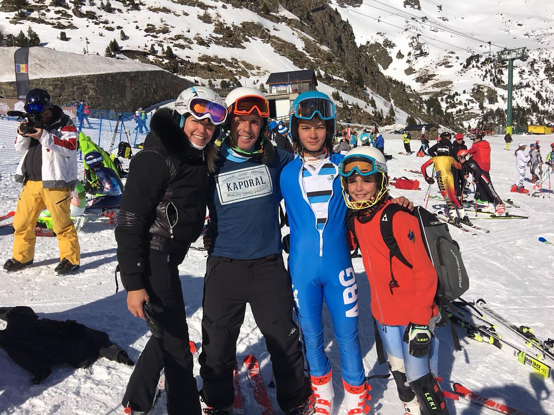 Valeria Mazza y Alejandro Gravier junto a Tiziano y Taina Gravier