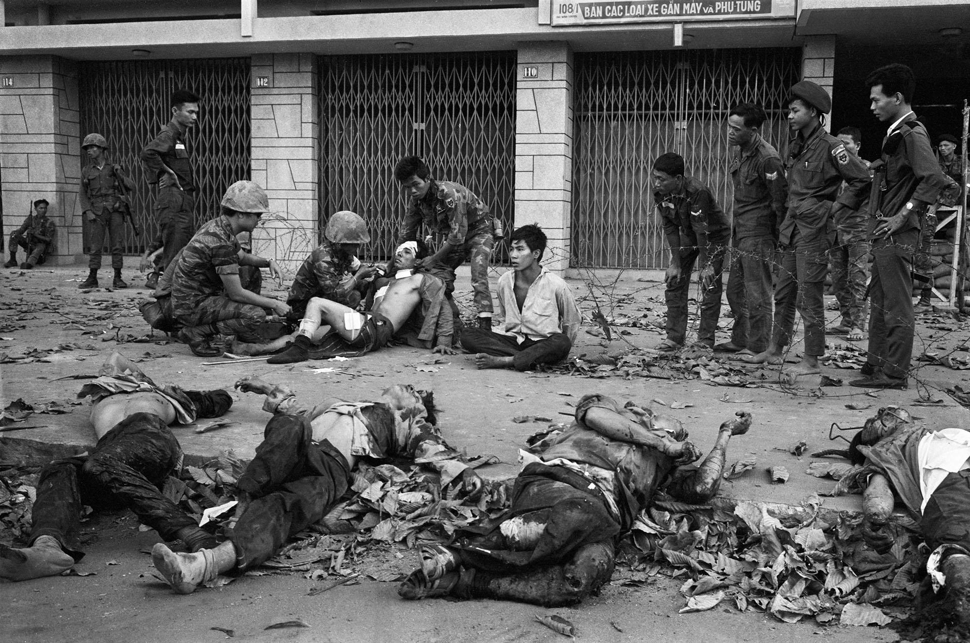 Muertos y heridos en las calles de Saigón, capital de Vietnam del Sur (AP/Eddie Adams)