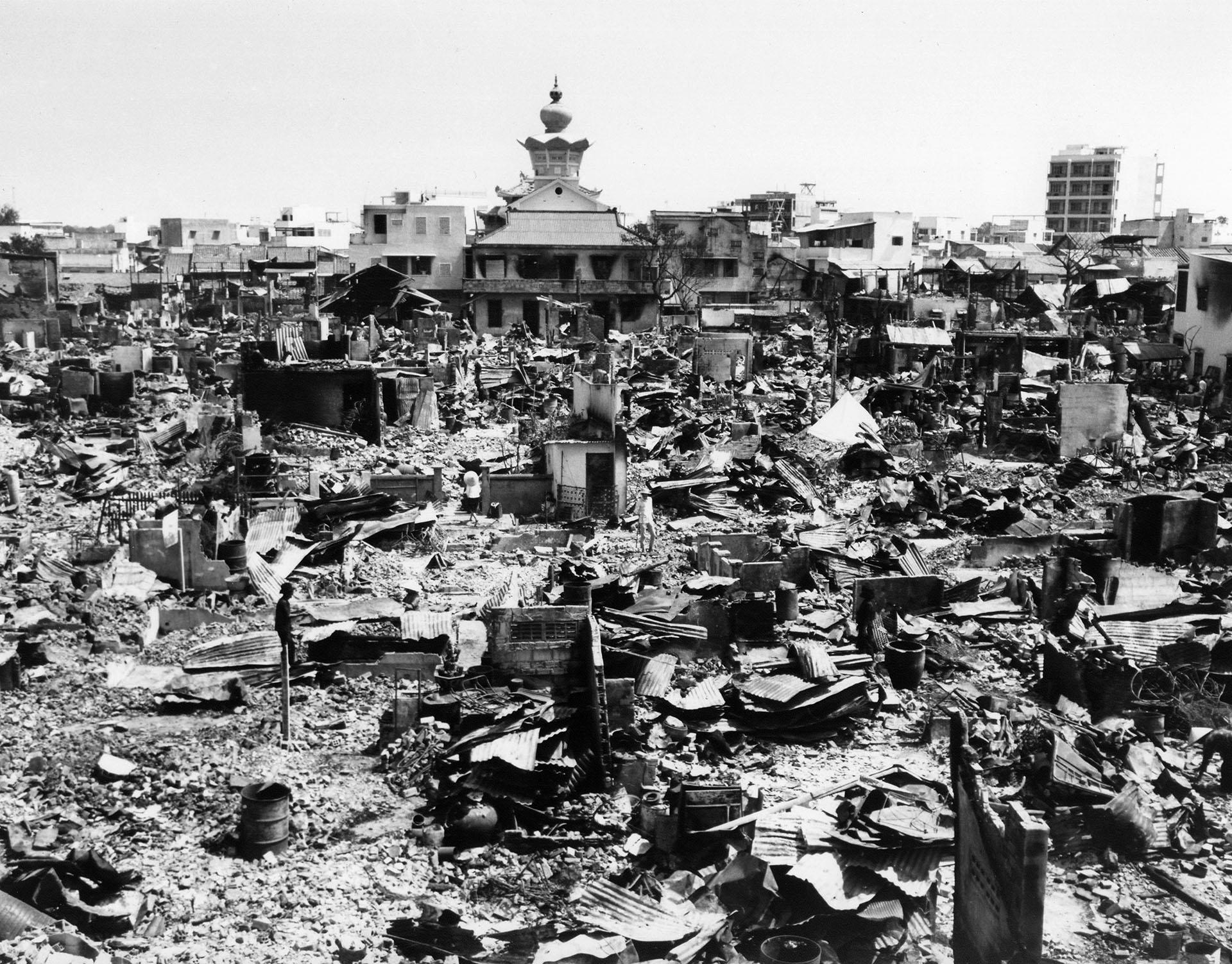 Los restos de un barrio en Saigón tras el final de la Ofensiva del Tet (AP/File)