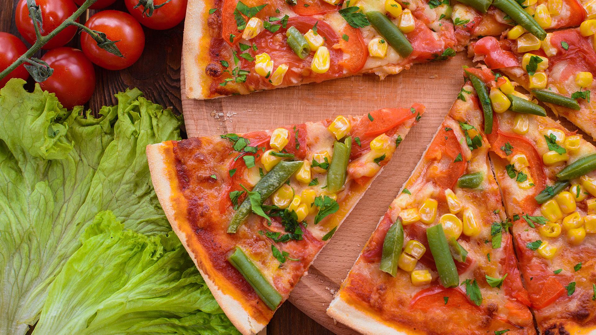 Una porción de pizza tiene las mimas calorías que una taza de cereales (Getty)