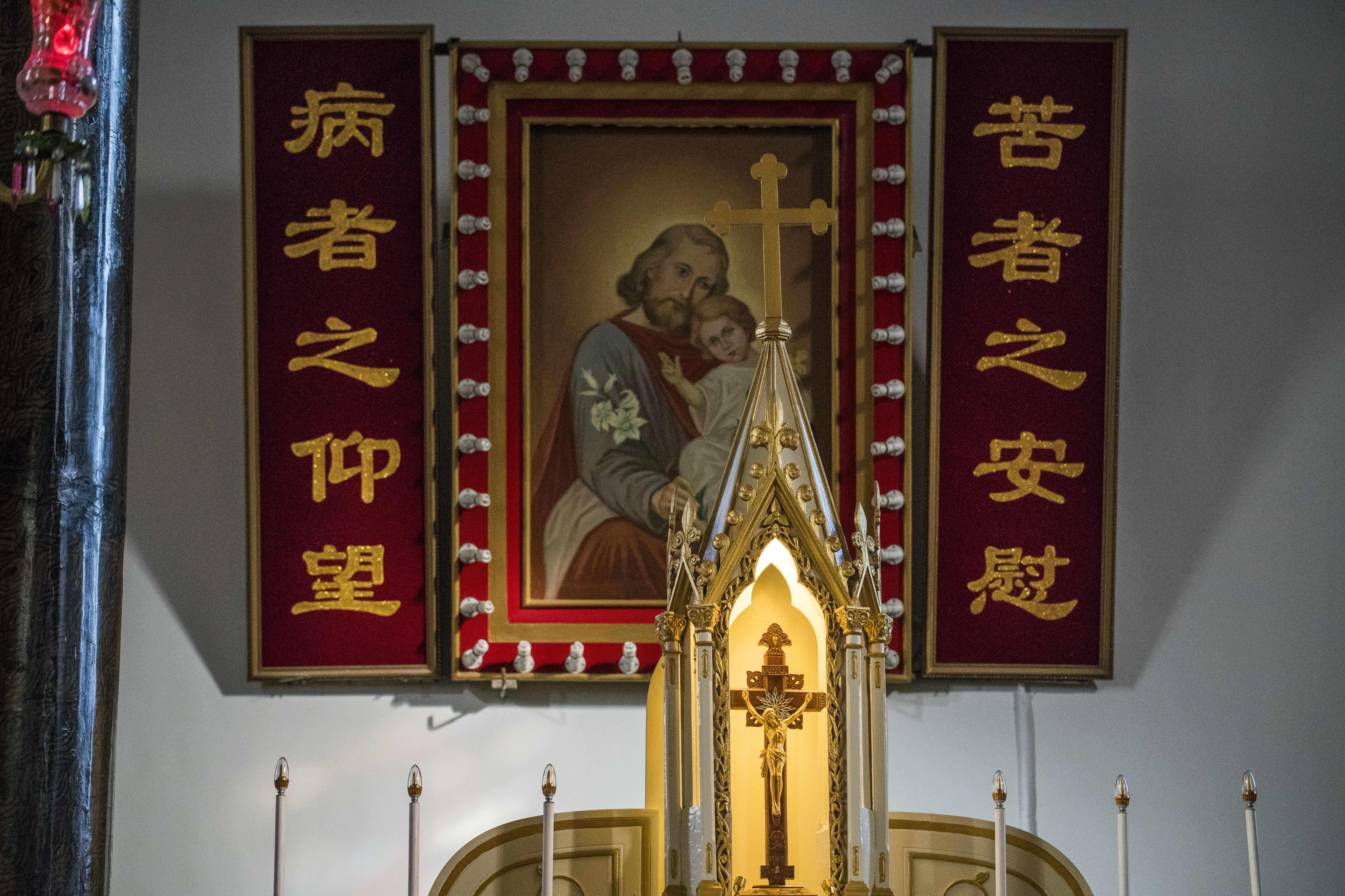 Un retrato de Jesús y José, como los que han sido reemplazados con fotos del presidente Xi Jinping(AFP)