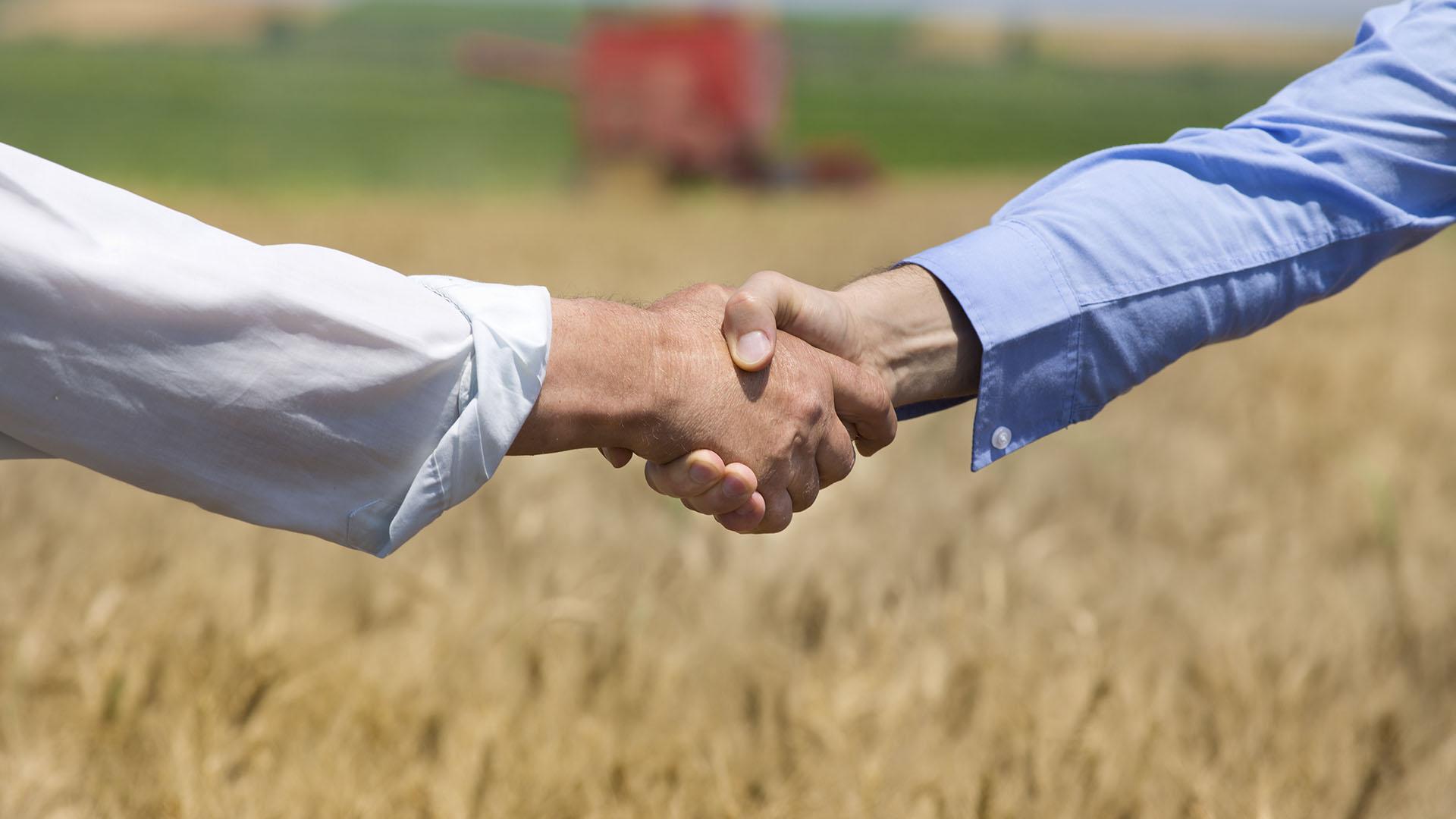 Después de 10 años del gran conflicto con el campo, el Partido Justicialista bonaerense tiene intenciones de dialogar con el agro (Getty)