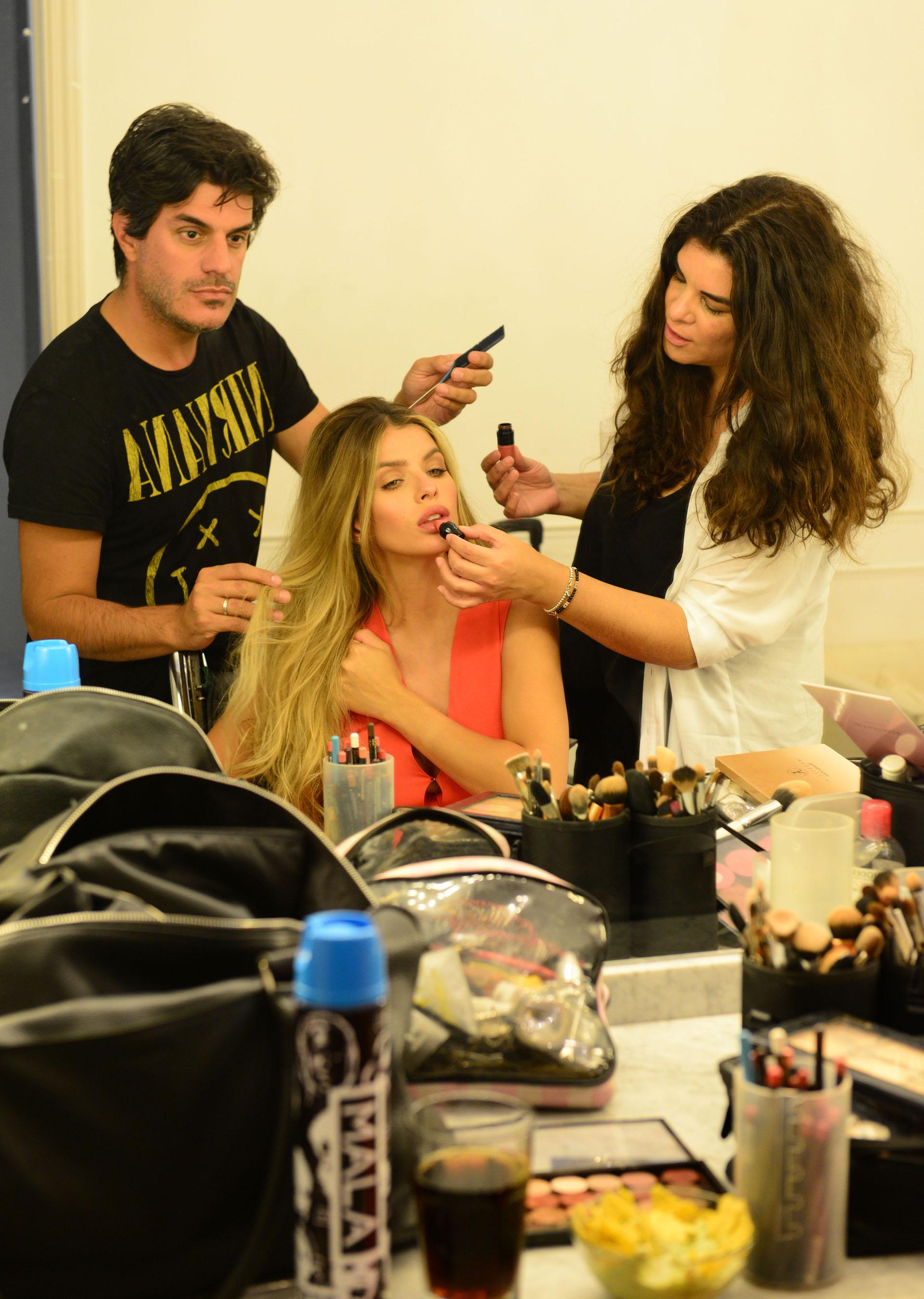 Bettina Frumboli, su maquilladora preferida, en plena sesión beauty