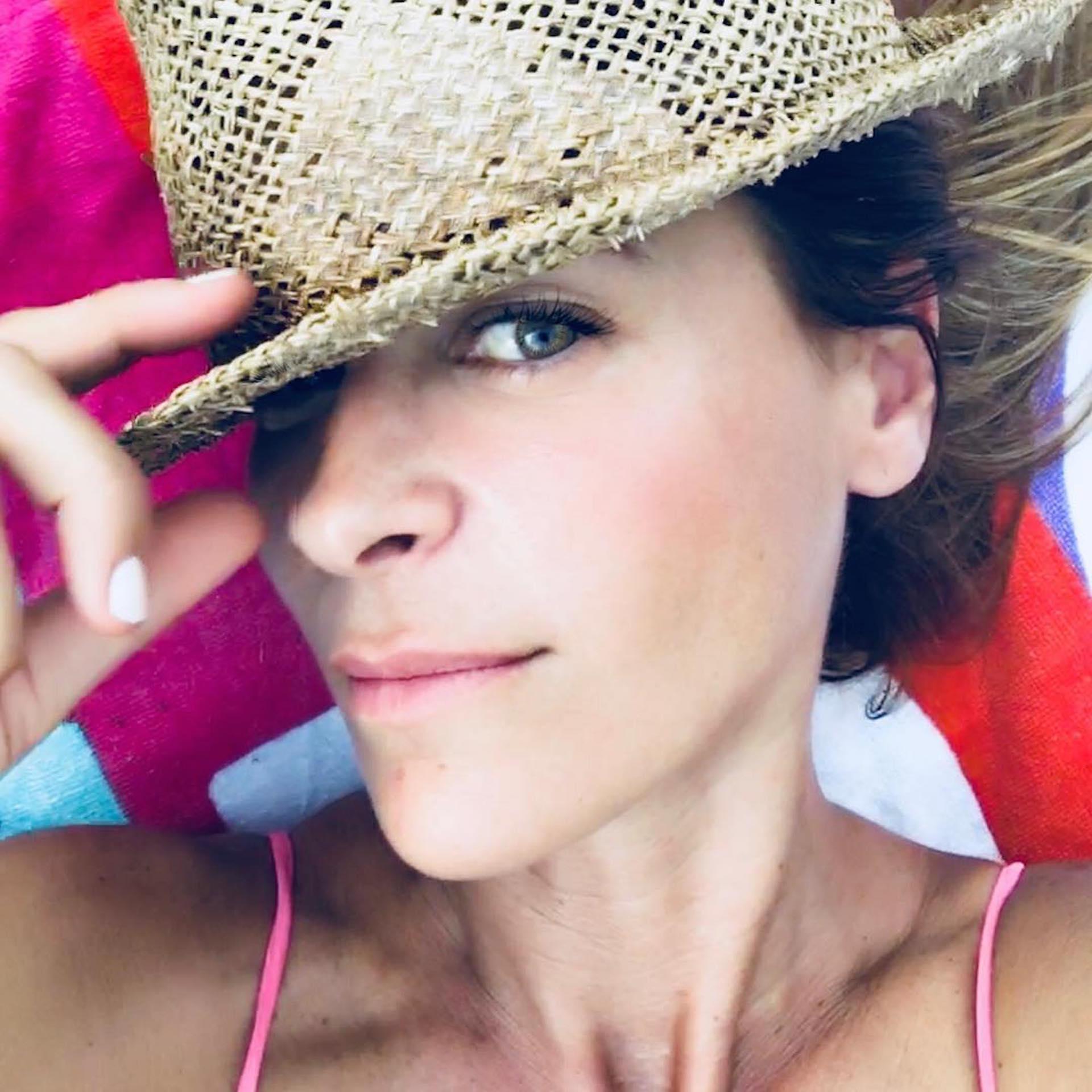 Eugenia con la pista número uno, el sombrero (Foto Instagram)