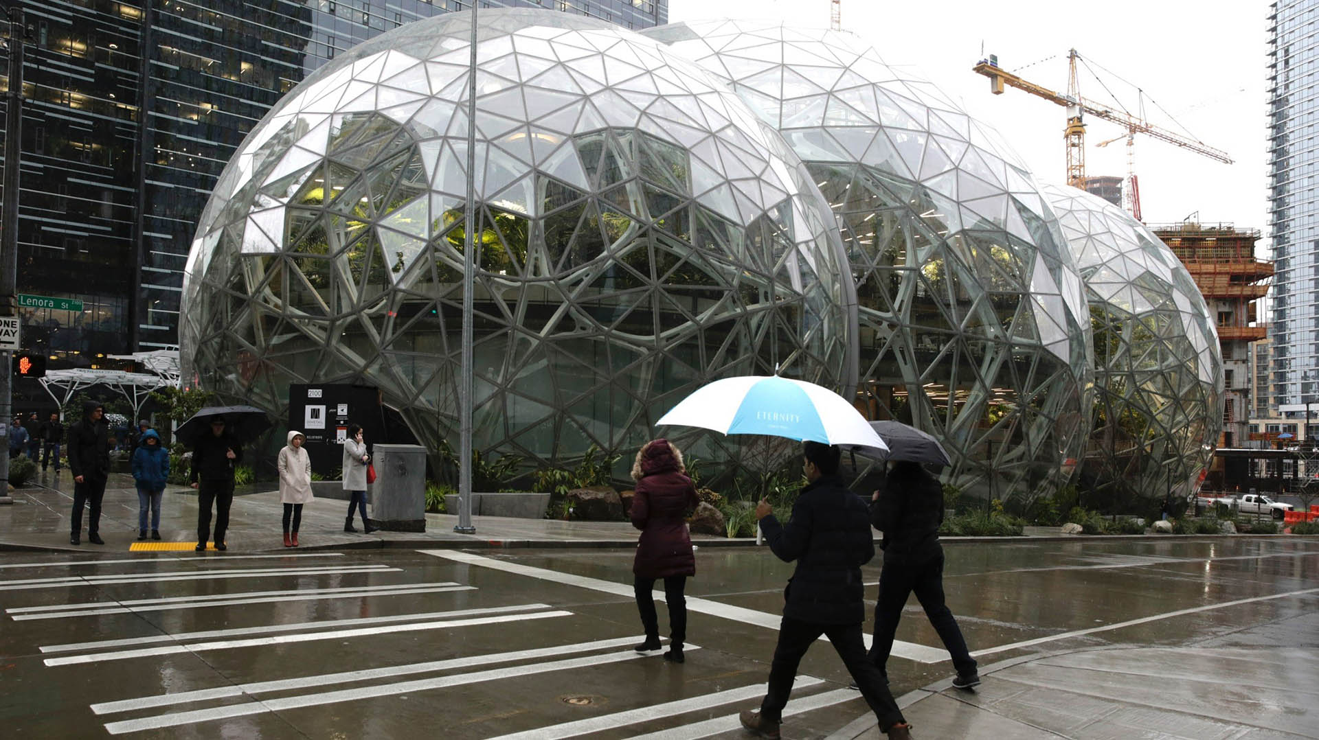 """Amazon inauguró """"La Esfera"""". AFP"""