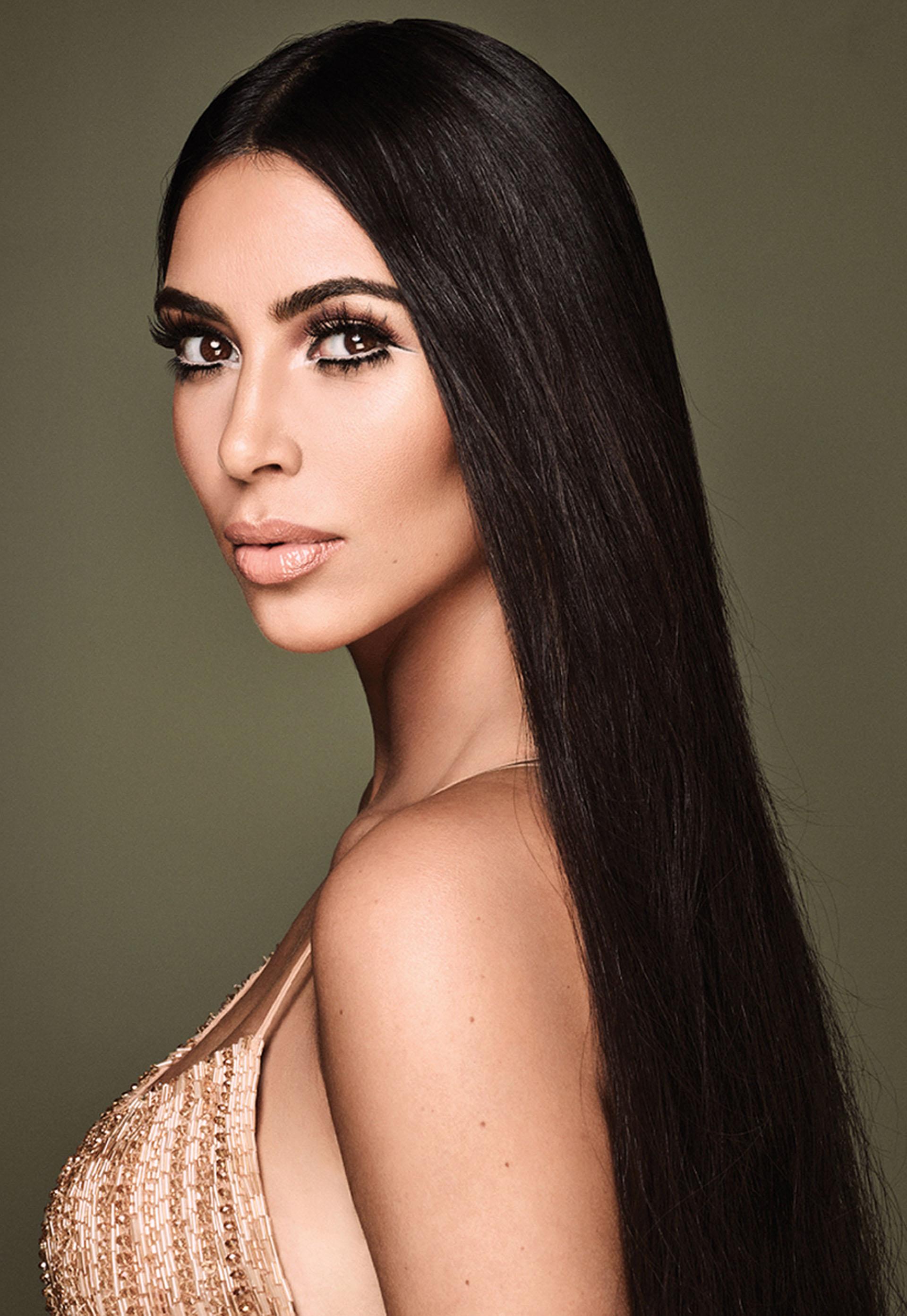 Kim Kardashian, una de las pioneras en el mundo Hollywoodense en usar en exceso las pestañas postizas y resaltar su mirada (Grosby Group)