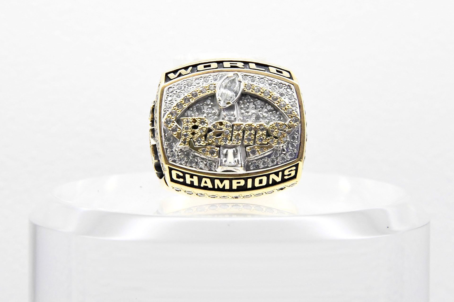 Los primeros ganadores del nuevo milenio fueron los St. Louis Rams que superaron 23-16 a los Tennessee Titans en el Georgia Dome in Atlanta y consiguieron el Super Bowl XXXIV