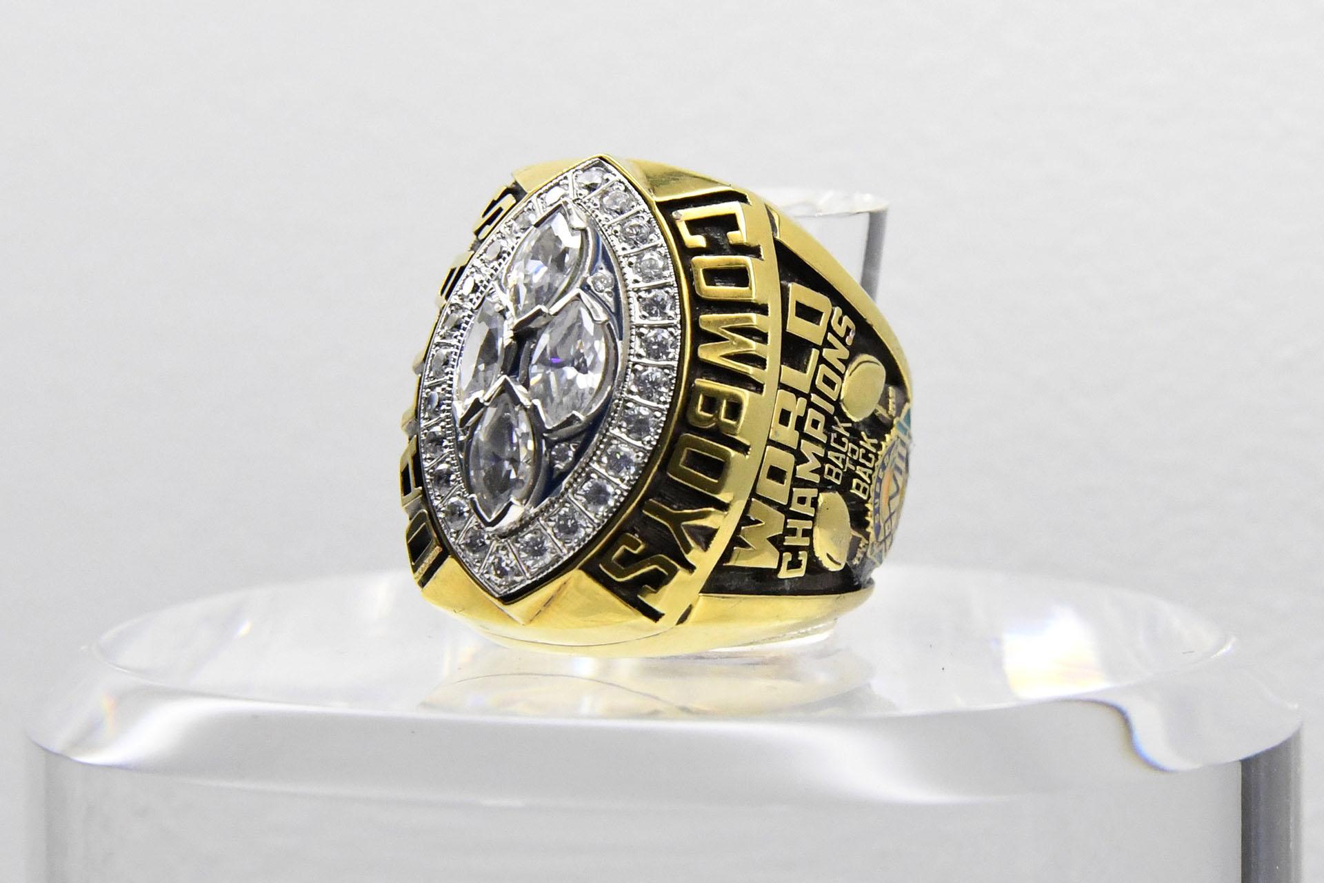 El anillo que conmemora a los ganadores del Super Bowl XXVIII de 1994, los Dallas Cowboys, que superaron 30-13 a los Buffalo Bills en elGeorgia Dome de Atlanta