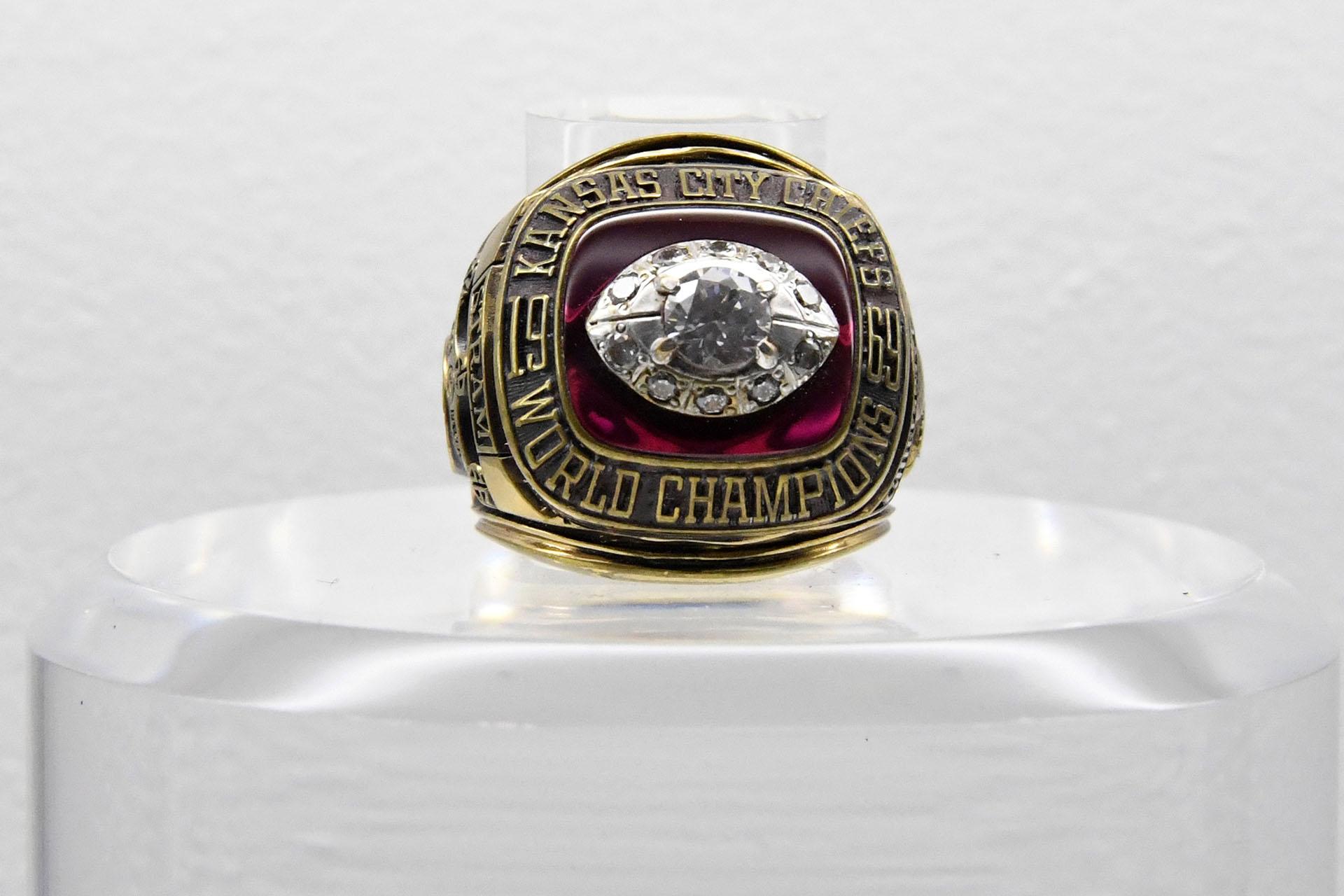 Los Kansas City Chiefs vencieron por 23 a 7 a los Minnesota Vikings en el Tulane Stadium de New Orleans en 1970 y se quedaron con el Super Bowl IV