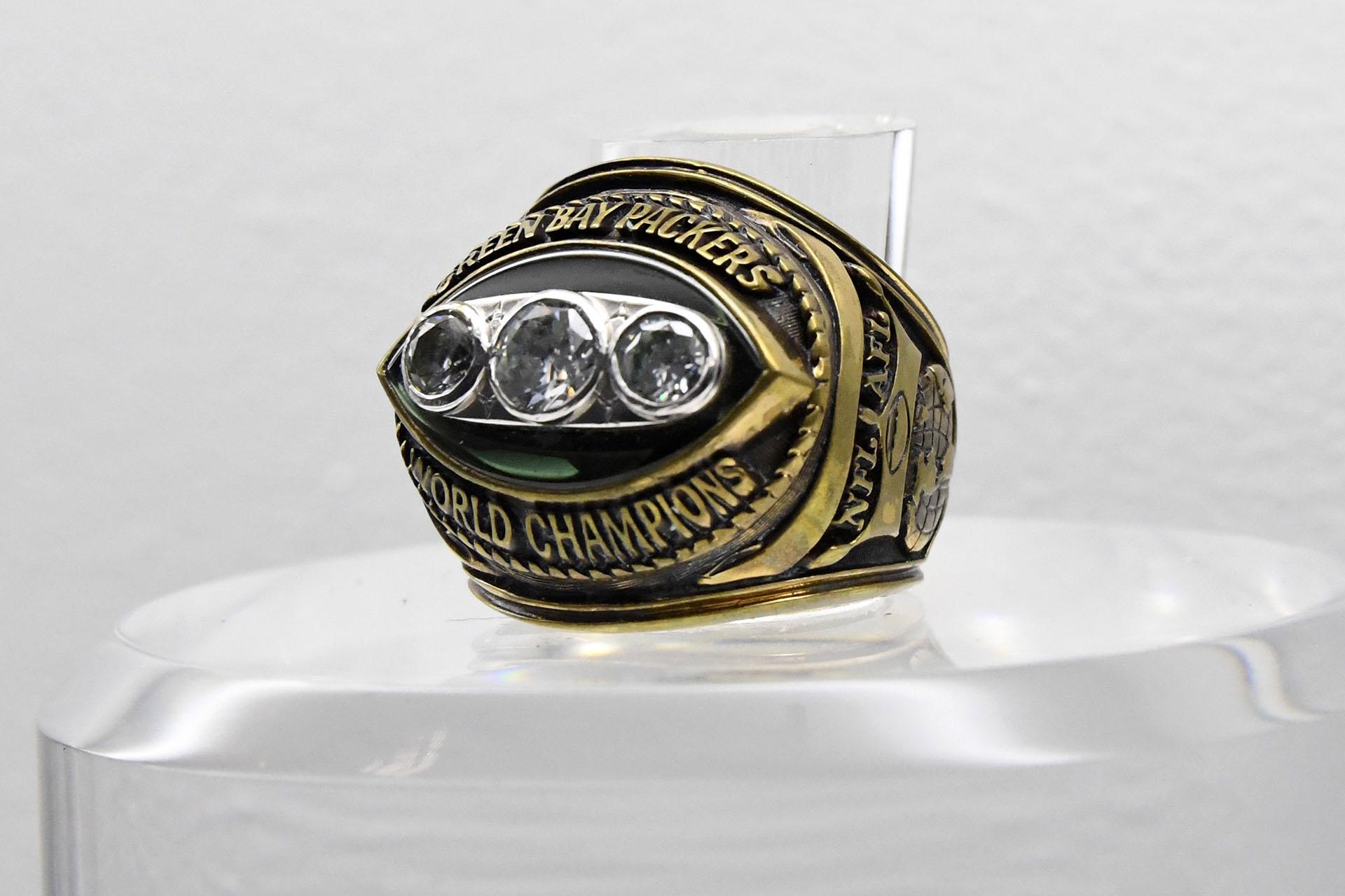 Así fue elanillo del Super Bowl II, donde hubo una nueva victoria de los Green Bay Packers. Esta vez fue por 33-14 ante Oakland Raidersen Miami
